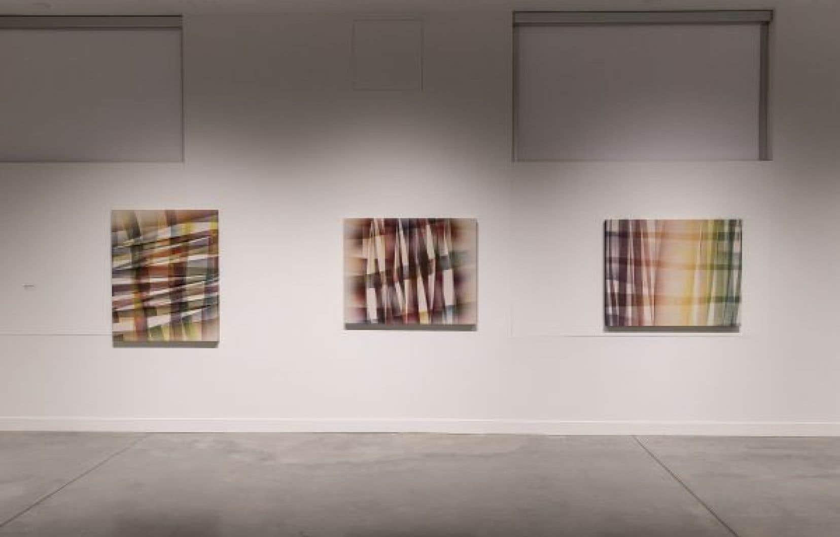 «Sans titre (série par-dessus/ dessous)», 2014, acrylique sur toile de coton et lin pliée, 114x92cm.
