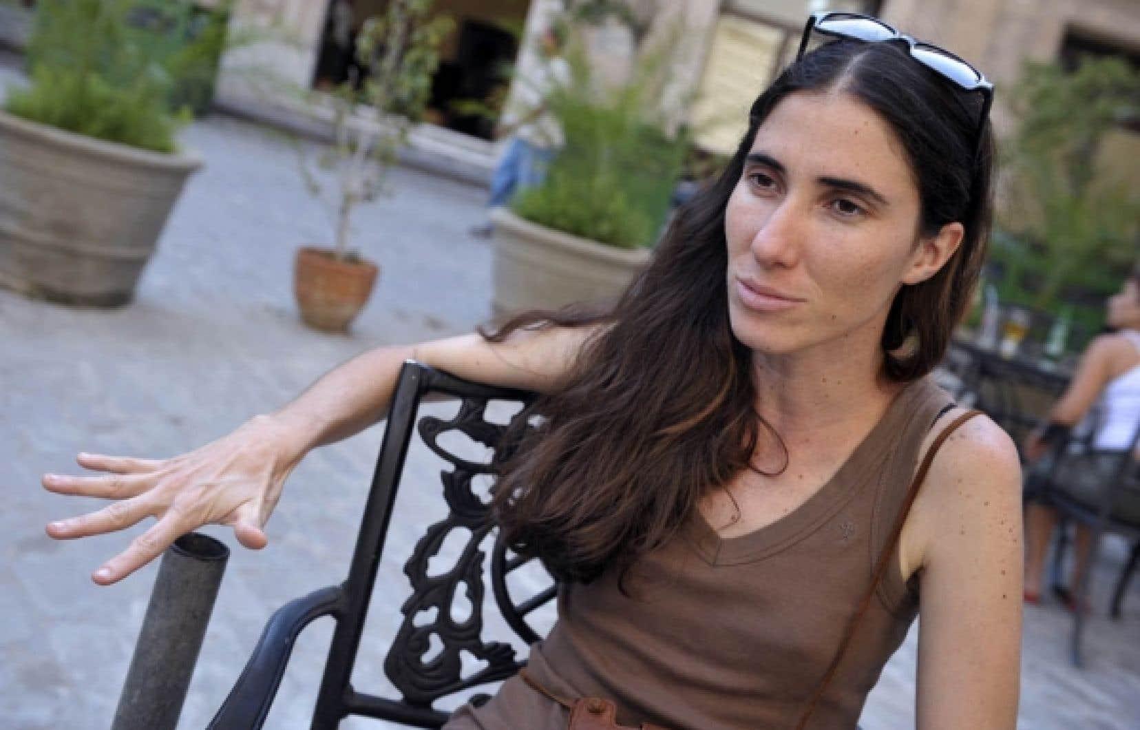 La blogueuse Yoani Sánchez a choisi, à ses risques et périls, d'oser, ce qu'Internet, dont elle n'ignore pas les vices, lui permet de faire.
