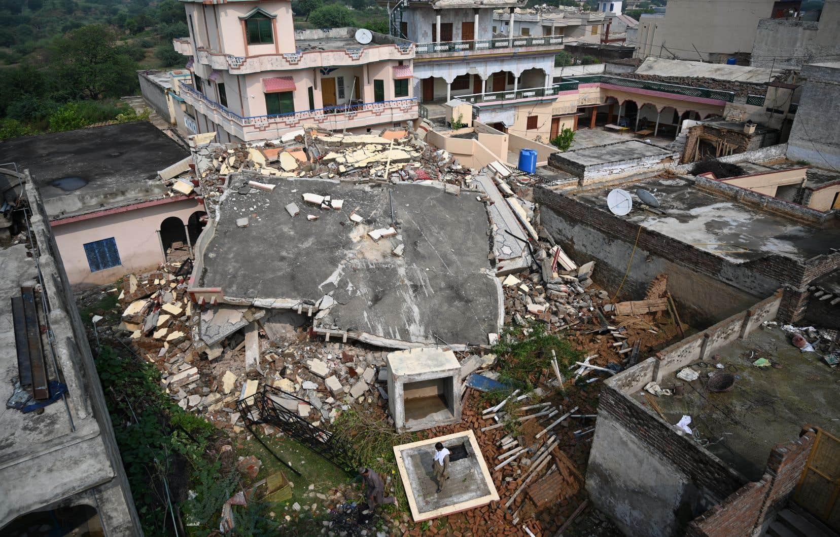 Le 24 septembre dernier, un séisme de magnitude 5,2 avait fait au moins 22 morts et plus de 300 blessés dans la partie du Cachemire contrôlée par le Pakistan, endommageant habitations et infrastructures dans cette région himalayenne.