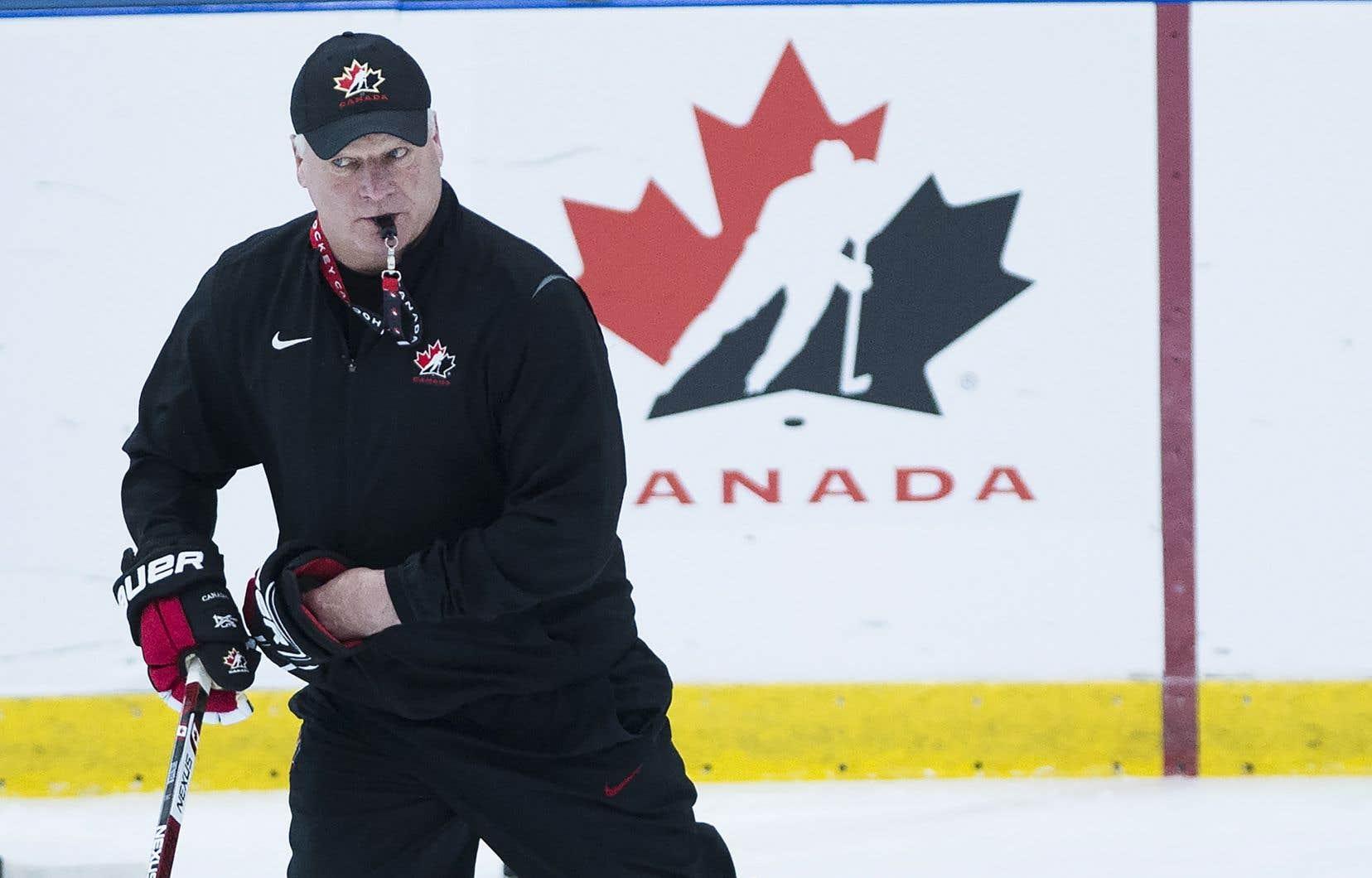L'entraîneur-chef de l'équipe canadienne, Dale Hunter