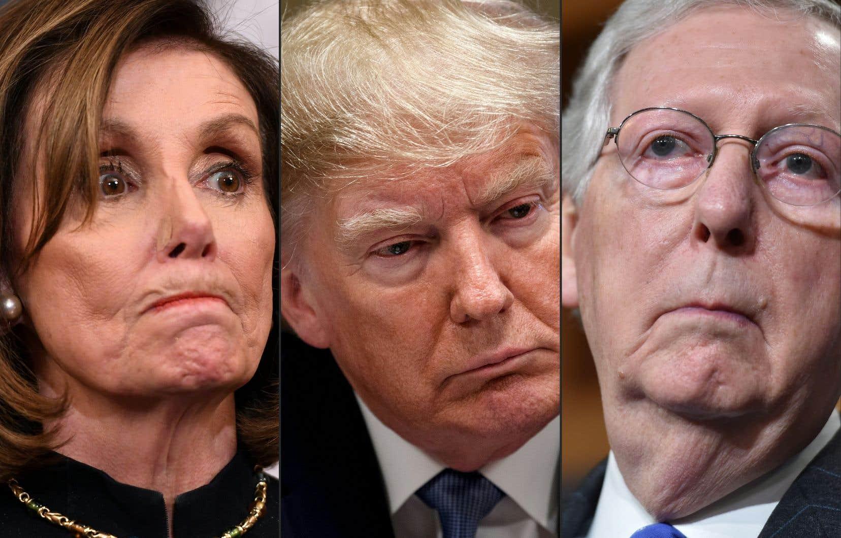 La démocrate Nancy Pelosi et le républicain Mitch McConnell ont poursuivi lundi leur bras de fer sur les modalités du procès en destitution de Donald Trump (au centre).