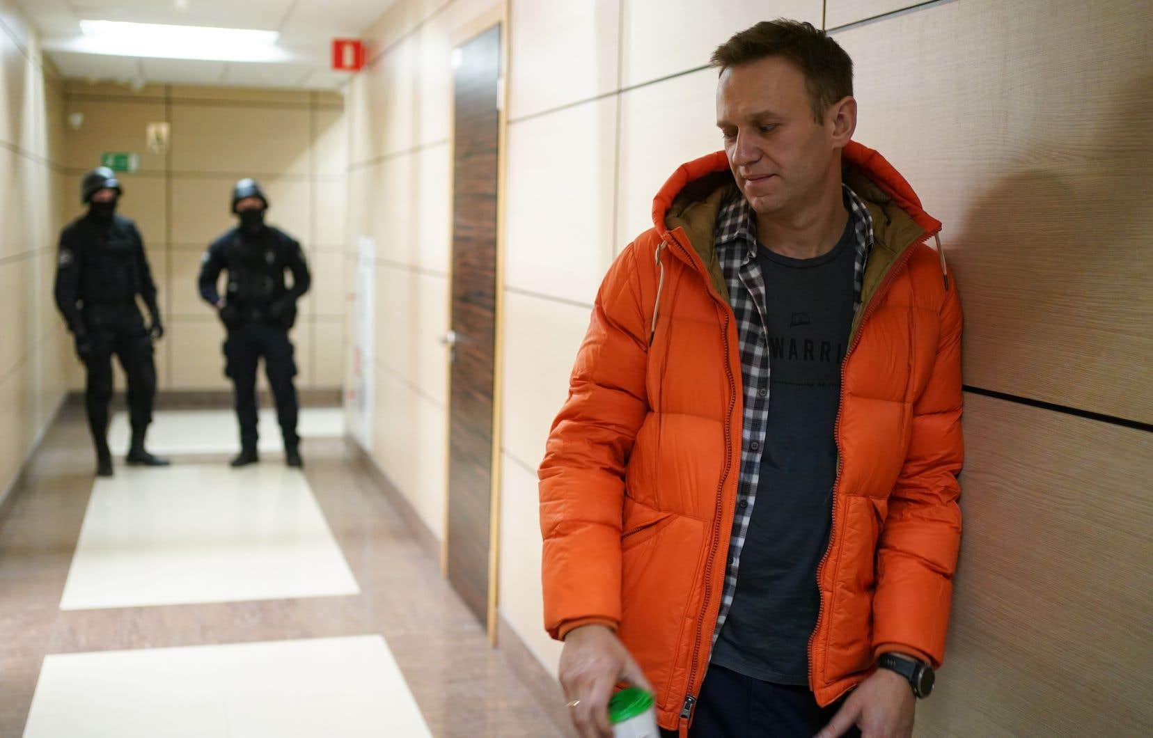 Charismatique blogueur et avocat de 43ans, M.Navalny a été «traîné» par la police, selon ses mots, hors des bureaux moscovites du Fonds de lutte contre la corruptionà la mi-journée.
