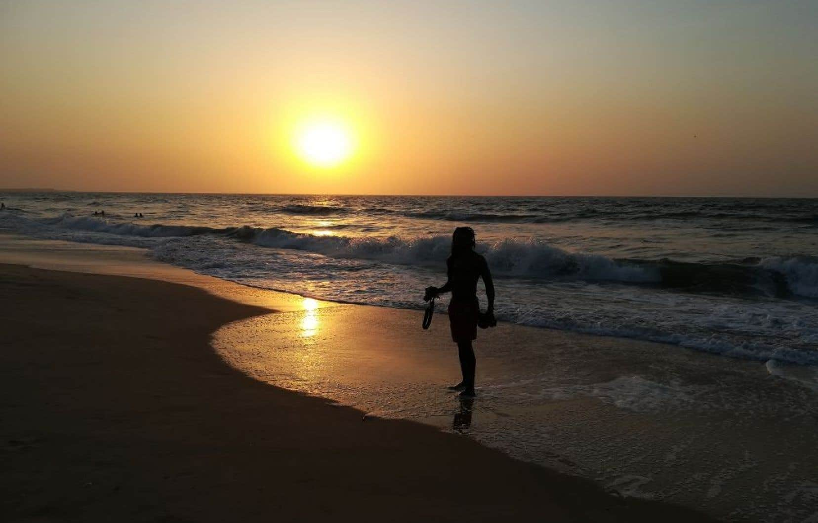 Coucher de soleil sur la plage Bijilo