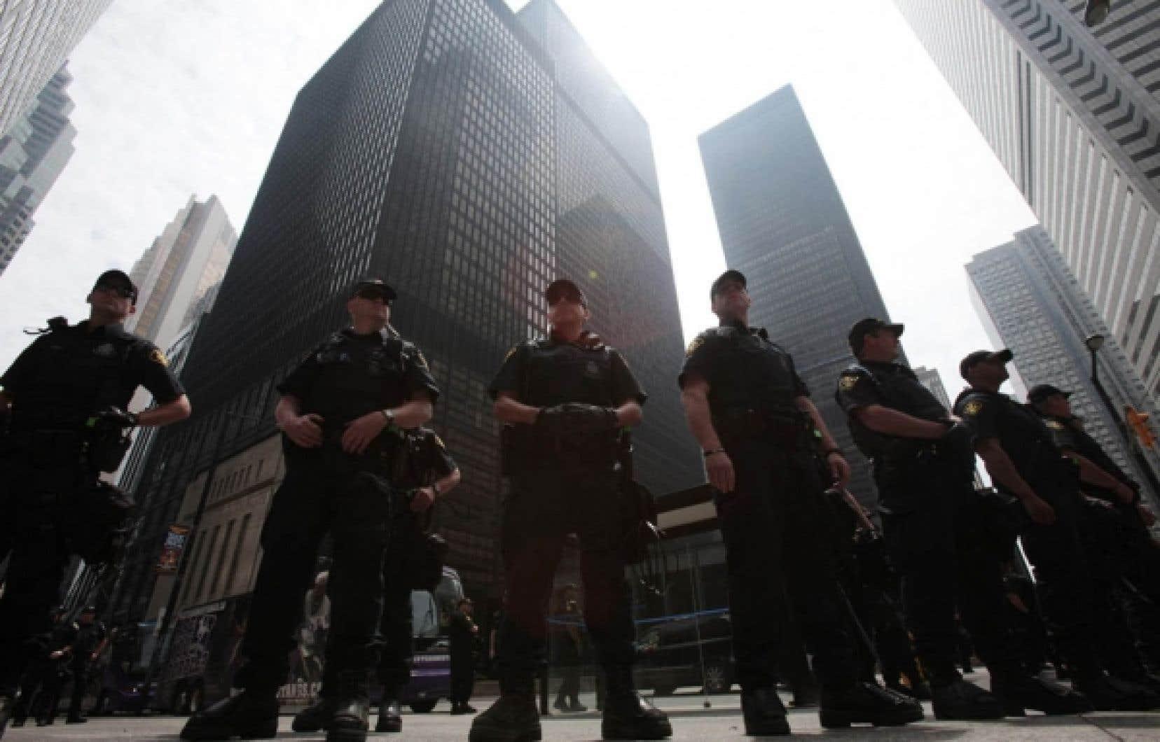 Les coûts combinés pour les polices de Toronto, de l'Ontario et la GRC ont été de 573,7 millions lors des sommets.<br />