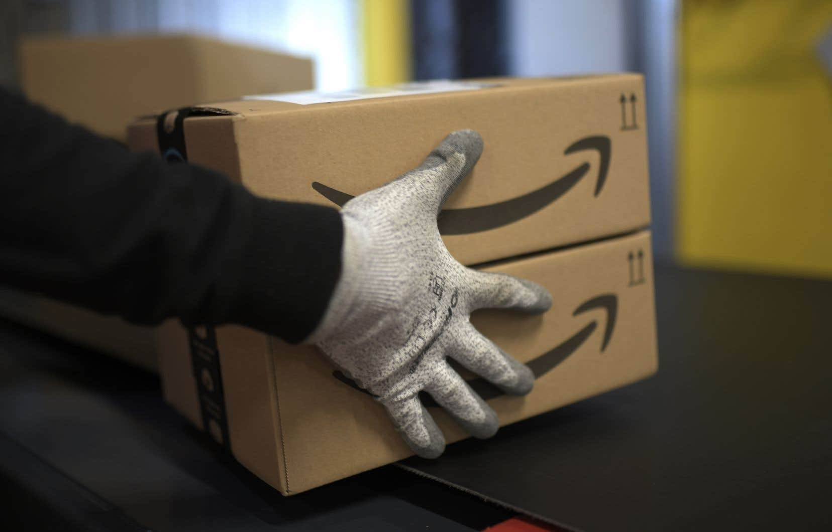 Aux États-Unis, le groupe Amazon dispose de 150 points de livraison qui emploient plus de 90 000 collaborateurs de la branche Amazon Logistics.