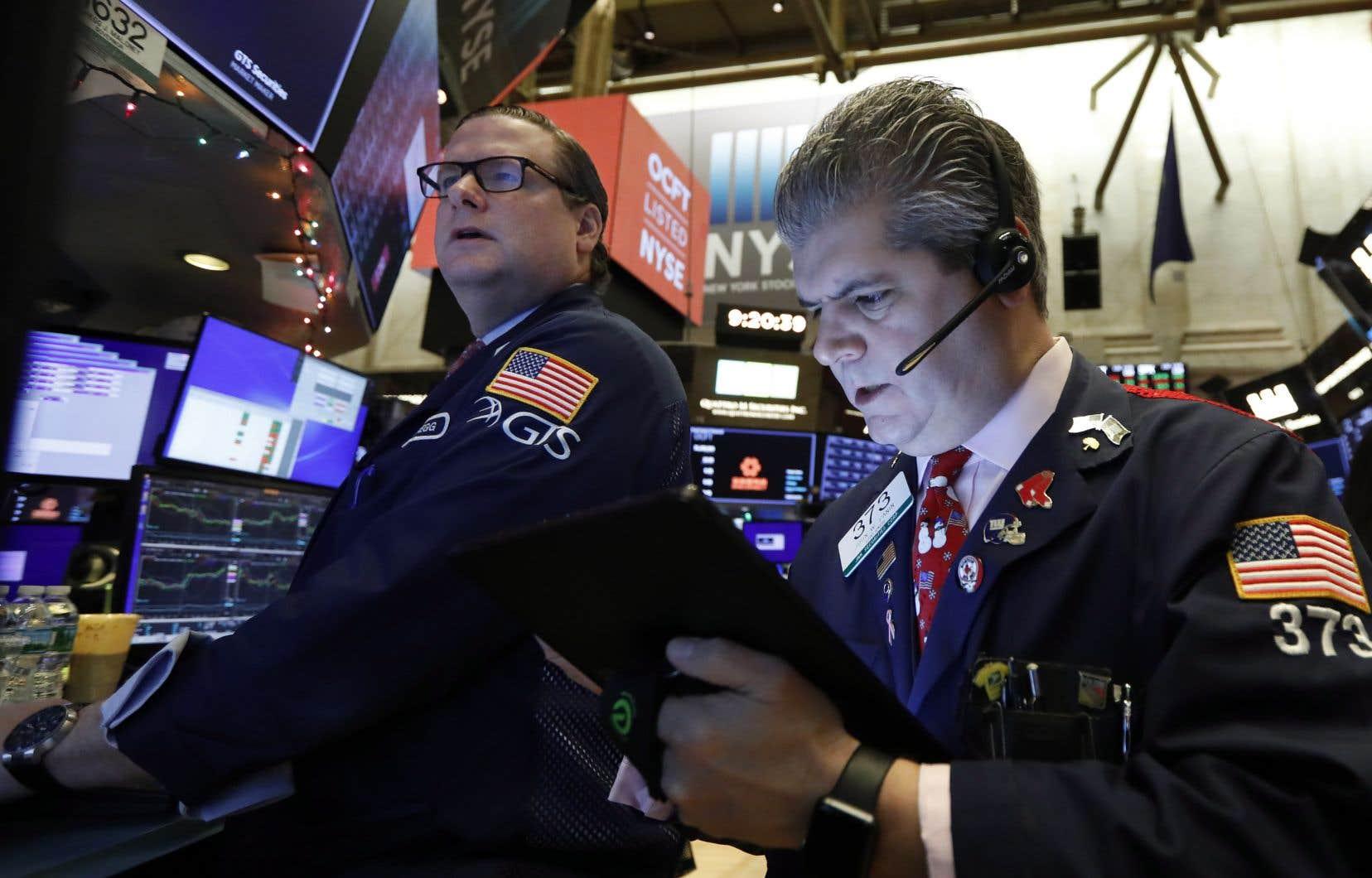 Les projecteurs étaient aussi dirigés vers le S&P 500, indice de référence à la Bourse de New York, qui avançait de 0,5% pour établir un nouveau record de fermeture. À 3239,91points, son augmentation depuis le début de l'année dépasse les 29%.