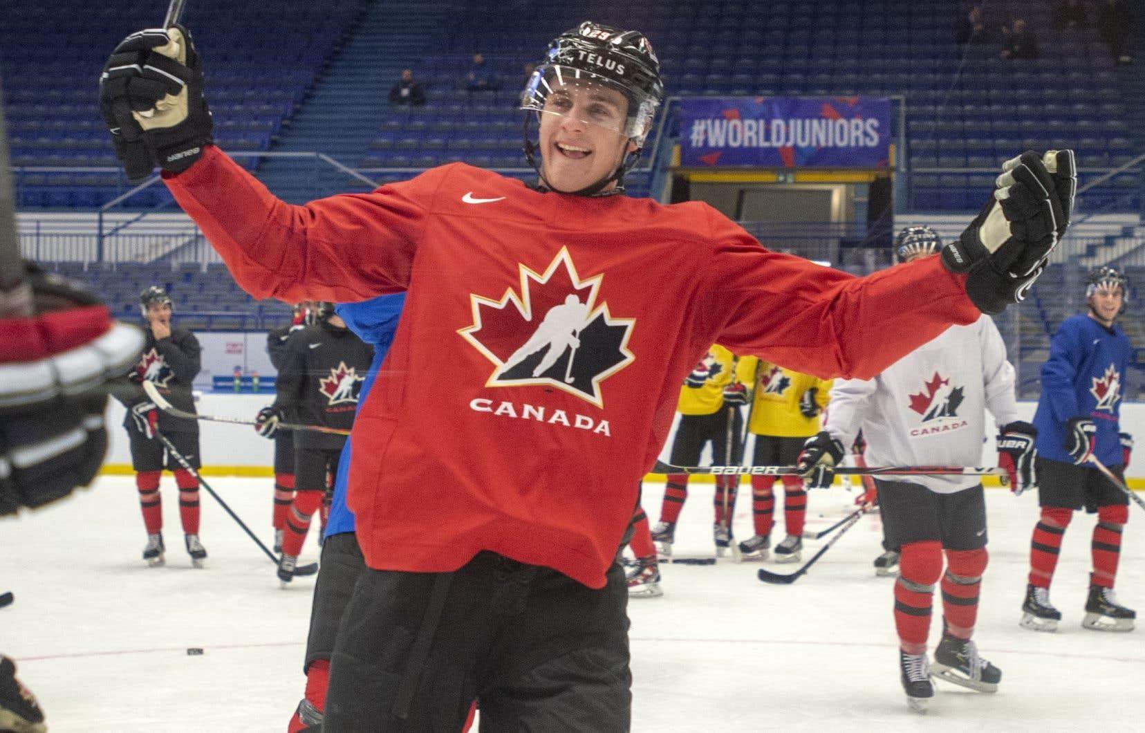 Le talentueux hockeyeur de 18ans a permis au Canada de signer une victoire de 6-4 face aux États-Unis.