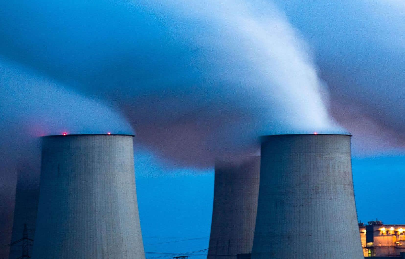 Selon Maarten Wetselaar, responsable des nouvelles énergies et du gaz au sein du géant des hydrocarbures Royal Dutch Shell, il s'agit de mener «une transition» afin de remplacer progressivement les énergies fossiles par des produits à faible teneur en carbone.