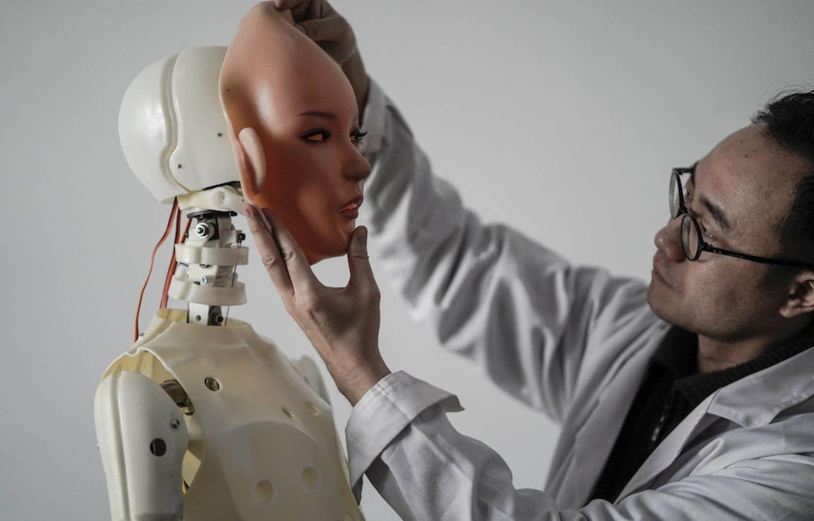 Quelques entreprises ont mis sur le marché des robots sexuels alimentés par l'intelligence artificielle qui sont dotés de têtes mécaniques capables de s'engager dans des discussions dans la chambre à coucher.