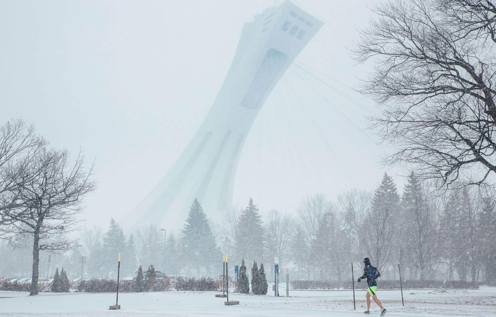 Alors que tout un chacun appréhendait la journée de lundi, qu'on annonçait plutôt catastrophique en raison du verglas, du grésil, de la neige et du vent prévus, ce coureur ne s'est pas laissé décourager.