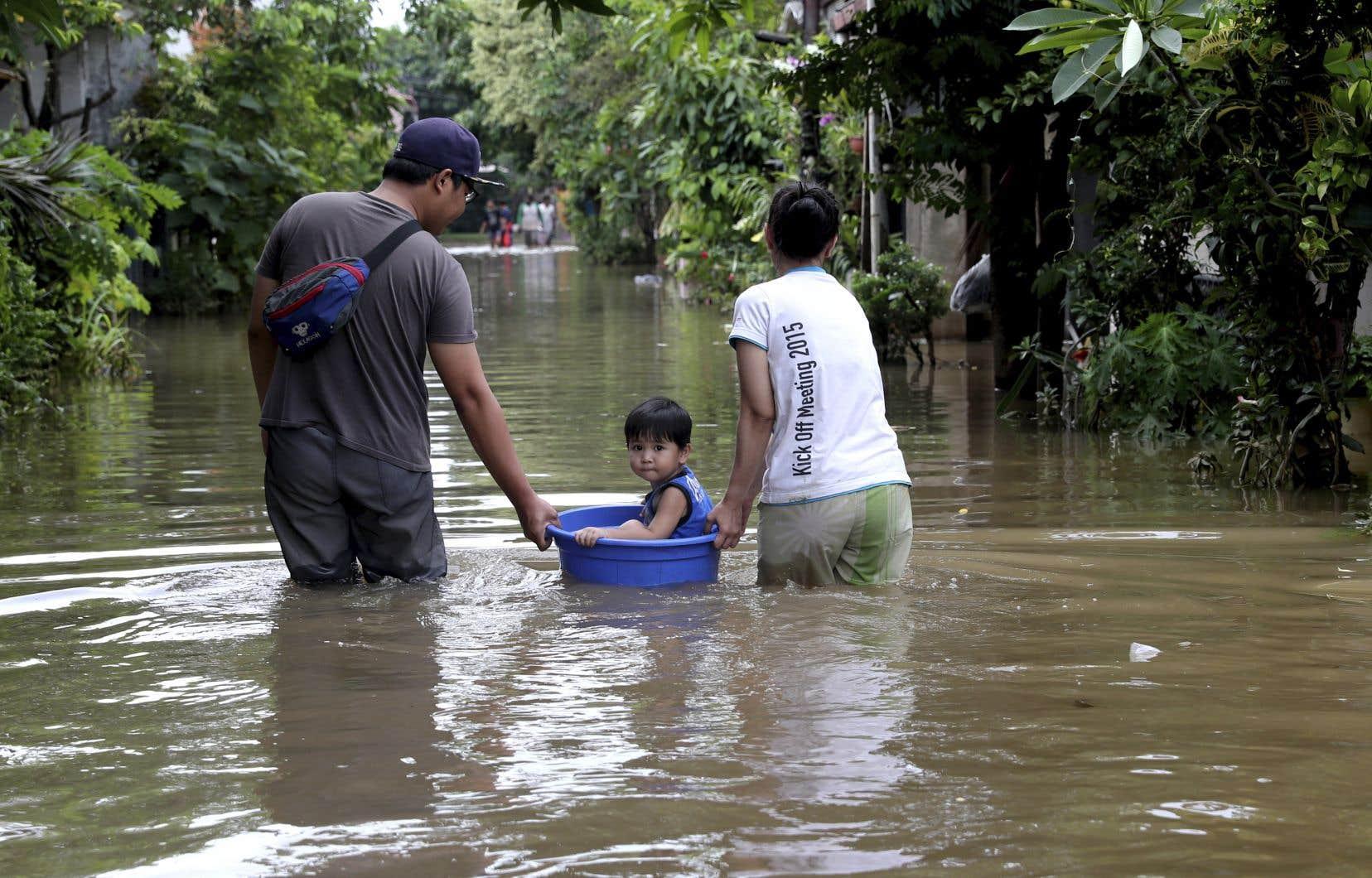 Des dizaines de milliers d'habitants ont été contraints de quitter leur domicile.