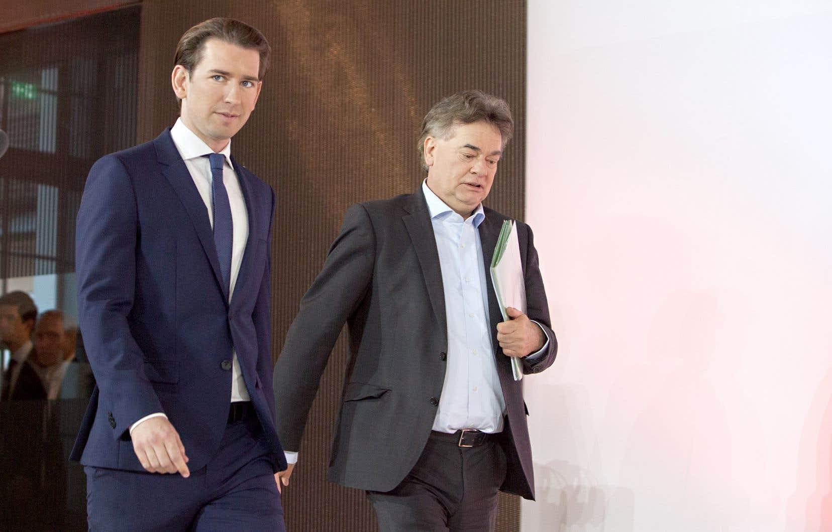 Sebastian Kurz, chef du parti de droite ÖVP, et Werner Kogler, le chef des verts, ont présenté, jeudi, le programme de leur gouvernement de coalition.