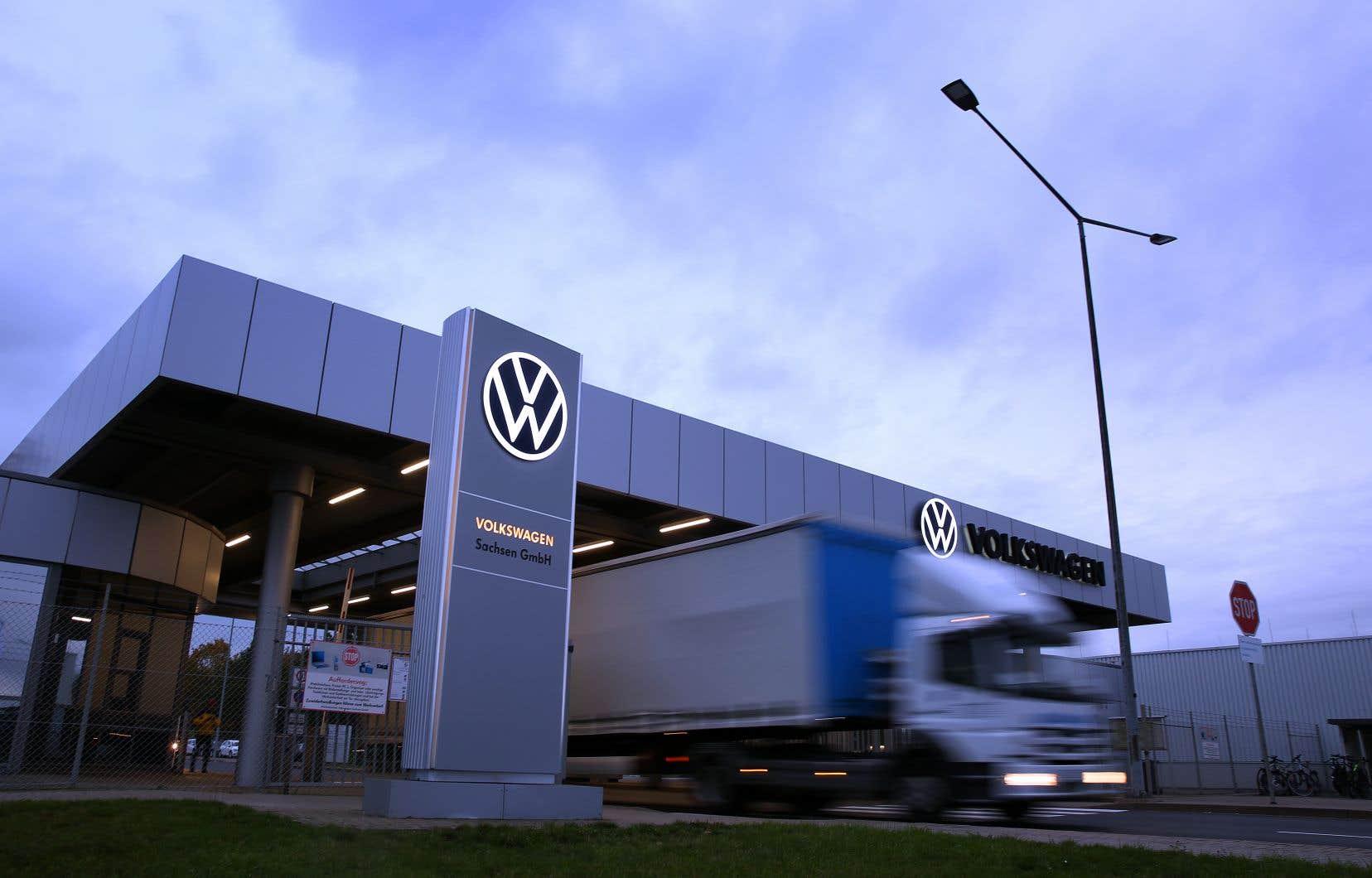 Volkswagen est accusé d'avoir délibérément nui à ses clients en installant à leur insu un logiciel faisant paraître leurs véhicules diesel moins polluants qu'ils ne l'étaient en réalité.