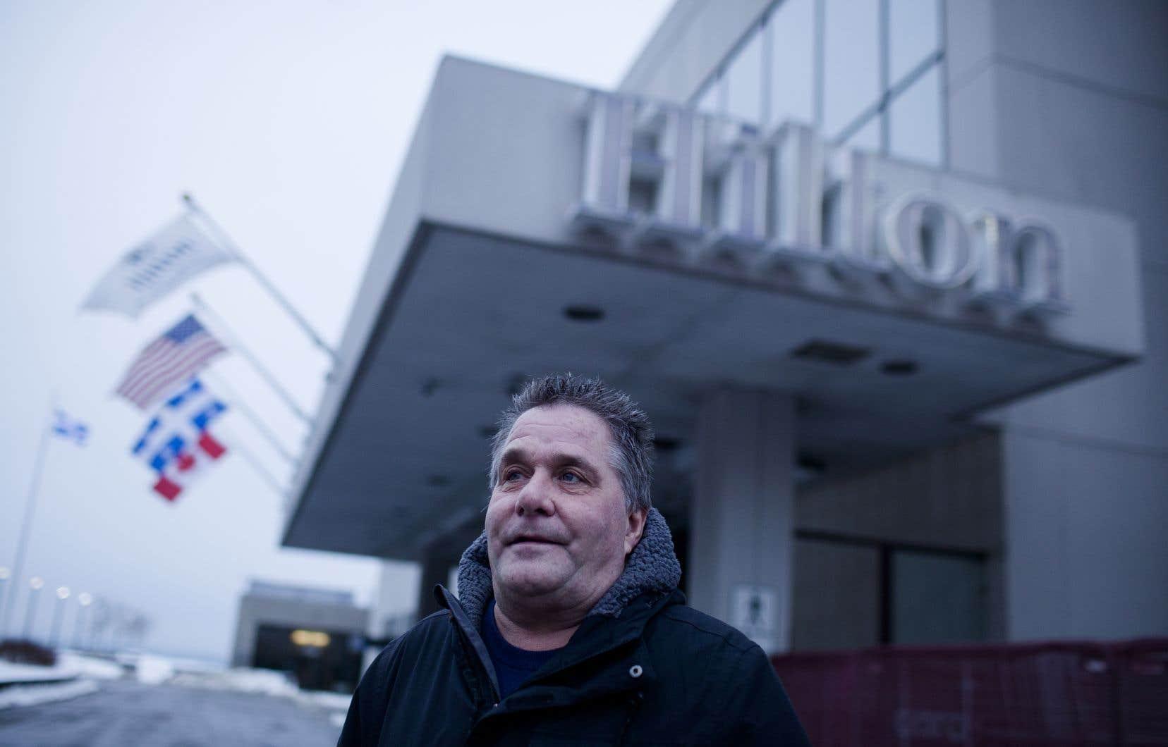 Jean Lagacé, 60 ans, travaille au Hilton depuis qu'il a 19 ans. Le travailleur est déçu de la fermeture temporaire de l'établissement, mais il reconnaît que les travaux majeurs étaient inévitables.