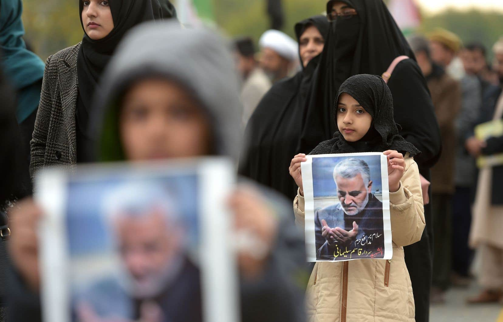 Les prix du baril de pétrole ont pris jusqu'à 4% peu après l'annonce de la mort du puissant général iranien Qassem Soleimani (sur la photo) dans une attaque ordonnée par le président américain Donald Trump en Irak vendredi.