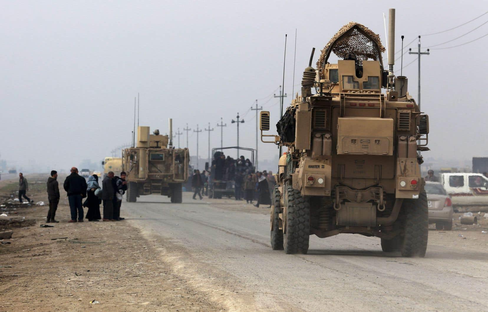 Un véhicule blindé américain, photographié en janvier 2016 sur la route de Mossoul