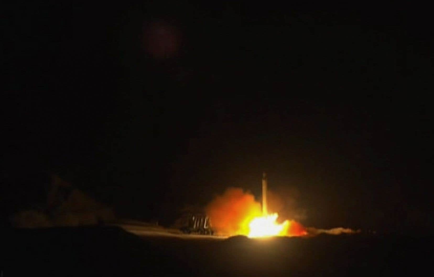 <p>Au lendemain des funérailles du général iranien, où une foule immense réclamait vengeance, Téhéran a frappé en soignant les symboles: ses tirs ont eu lieu à l'heure exacte où une frappe de drone américain tuait le général Soleimani à Bagdad cinq jours plus tôt.</p>