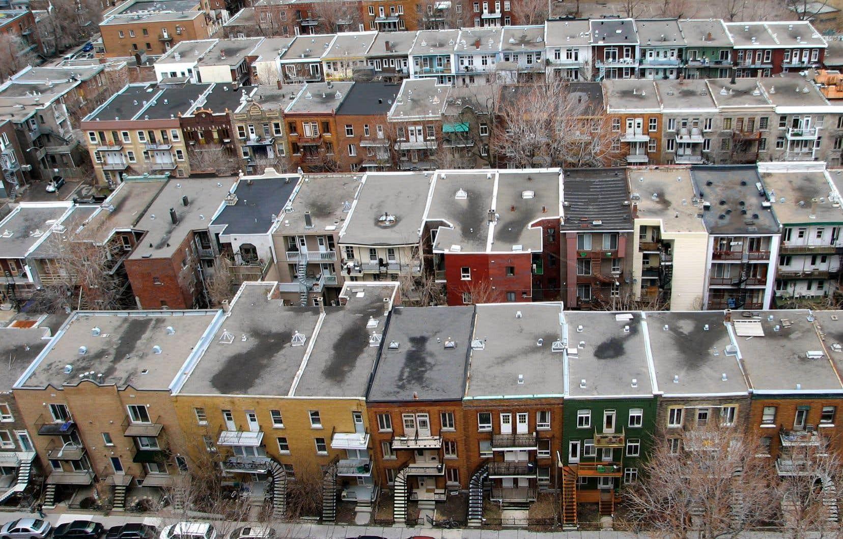 Pour l'ensemble de l'année, les ventes de maisons unifamiliales ont augmenté de 7% et le prix médian de 6%, tandis que les ventes de copropriétés ont augmenté de 14%, et leurs prix, de 5%.