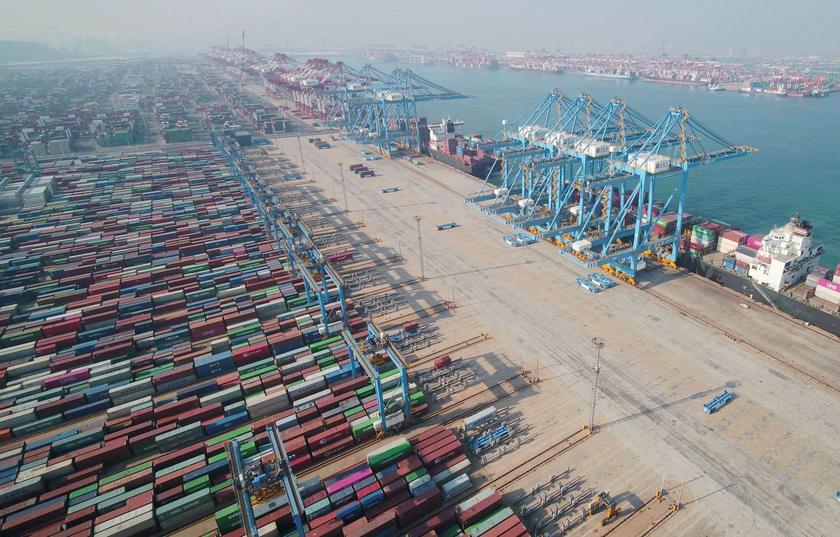 Faisant face à l'hostilité commerciale des États-Unis et à un ralentissement de sa demande intérieure, l'économie chinoise poursuivra sa décélération d'un rythme d'expansion de 6,6% à 6,1% l'an dernier, à 5,9% cette année, puis 5,8% l'année prochaine et 5,7% l'année d'après.