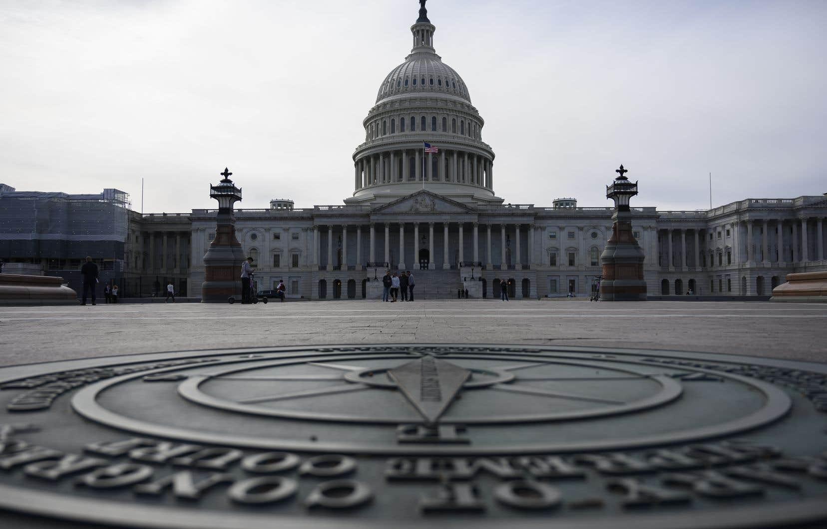 <p>Même si la résolution passait les deux étapes du Congrès, elle n'aurait pas valeur de loi.</p>