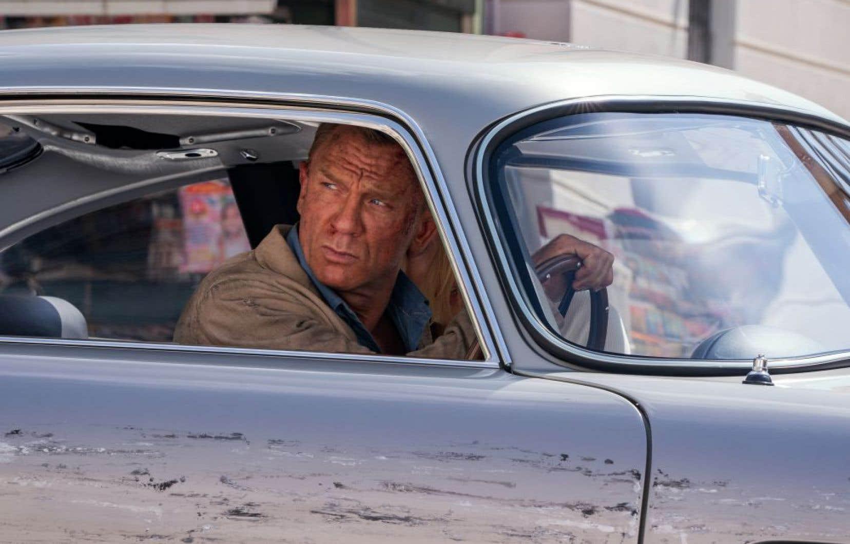 James Bond n'a pas une minute à perdre dans «No Time to Die», de Cary Joji Fukunaga. Et les nombreux admirateurs de Daniel Craig devront faire vite, car l'acteur a décidé qu'il est bien fini, le temps des smokings, des cigares et des martinis.