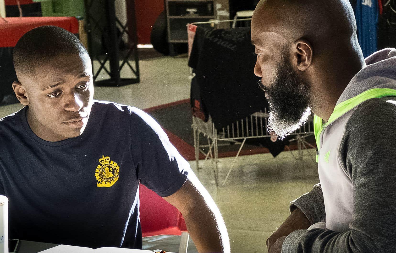 On rencontre dans le documentaire «Ali Nestor et les Princes de la rue»quelques jeunes qui ont trouvé refuge dans le gym-école pas banal du boxeur Ali Nestor.