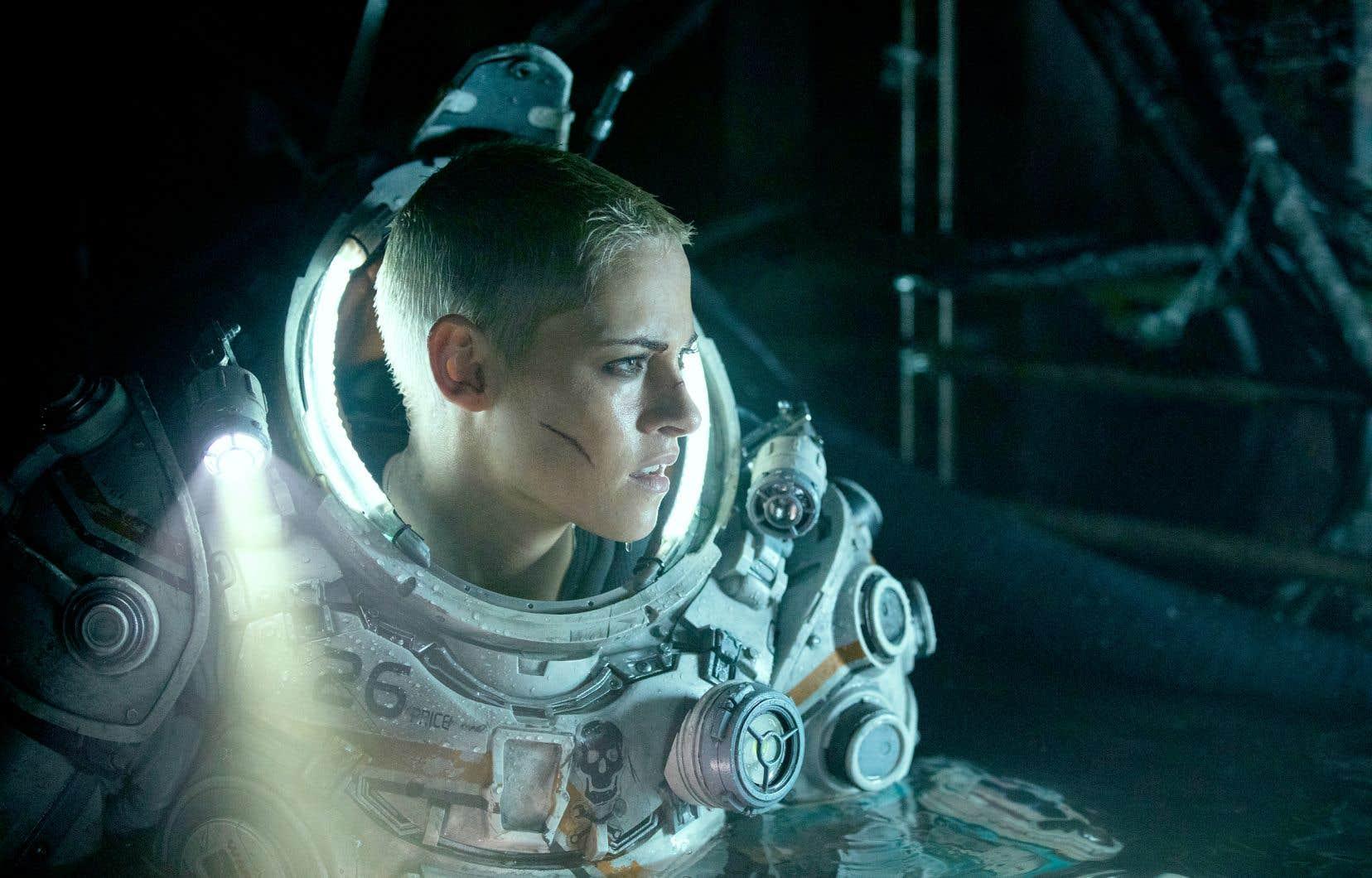 Ingénieure mécanique, Norah (Kristen Stewart) se retrouve flanquée de cinq camarades d'infortune dans une structure dépourvue de capsules de sauvetage, mais qu'il faut impérativement évacuer.