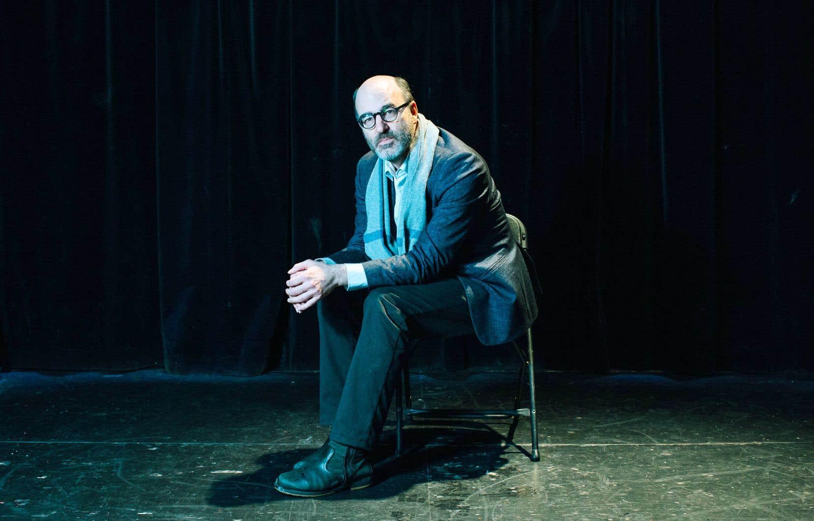 Alain Deneault estime que les artistes occupent un espace laissé largement vacant par les universitaires.