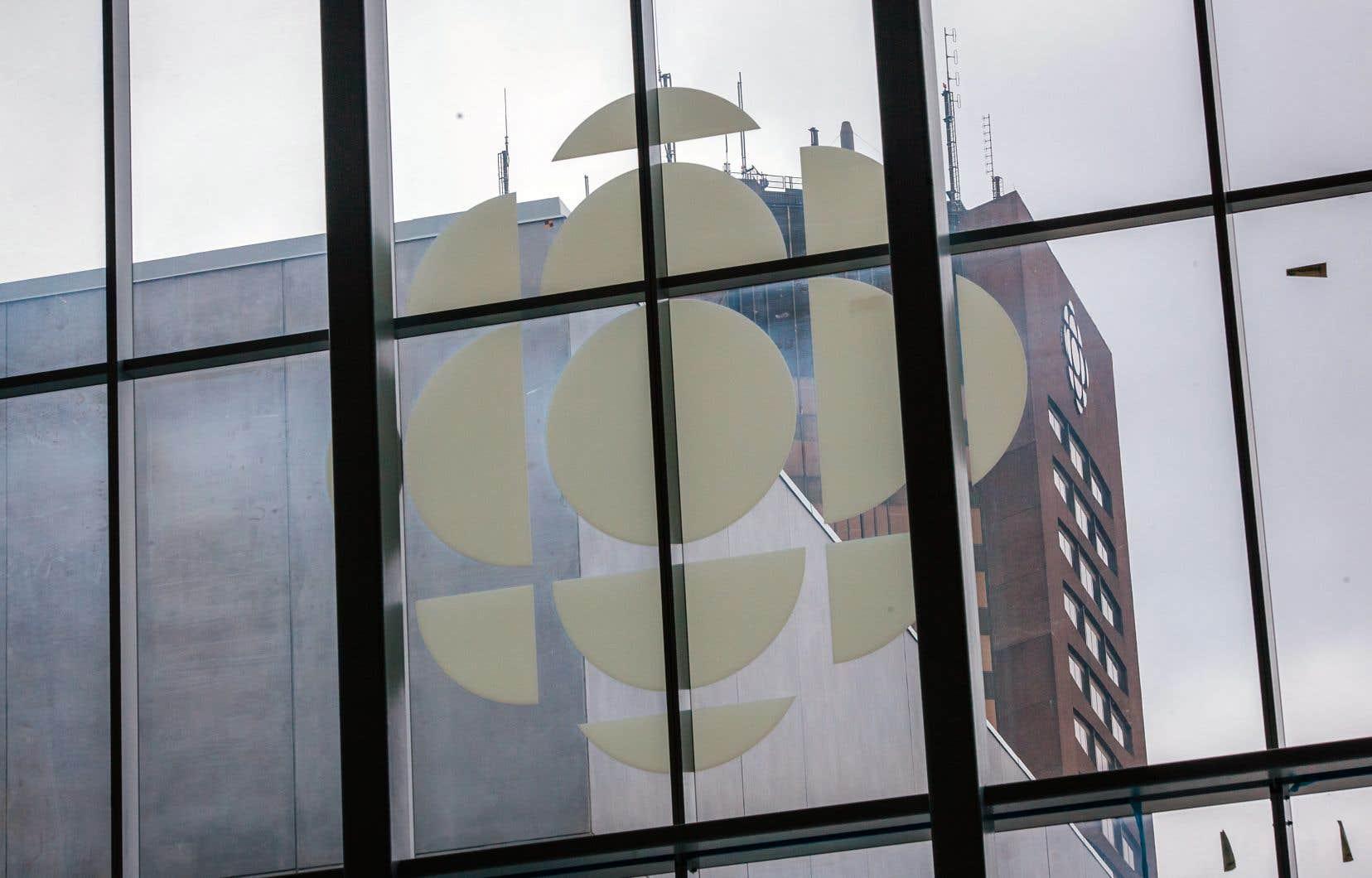 La pétition affirme que Radio-Canada «échou[e] à démontrer cette multiplicité de points de vue en ce qui a trait aux arts visuels».