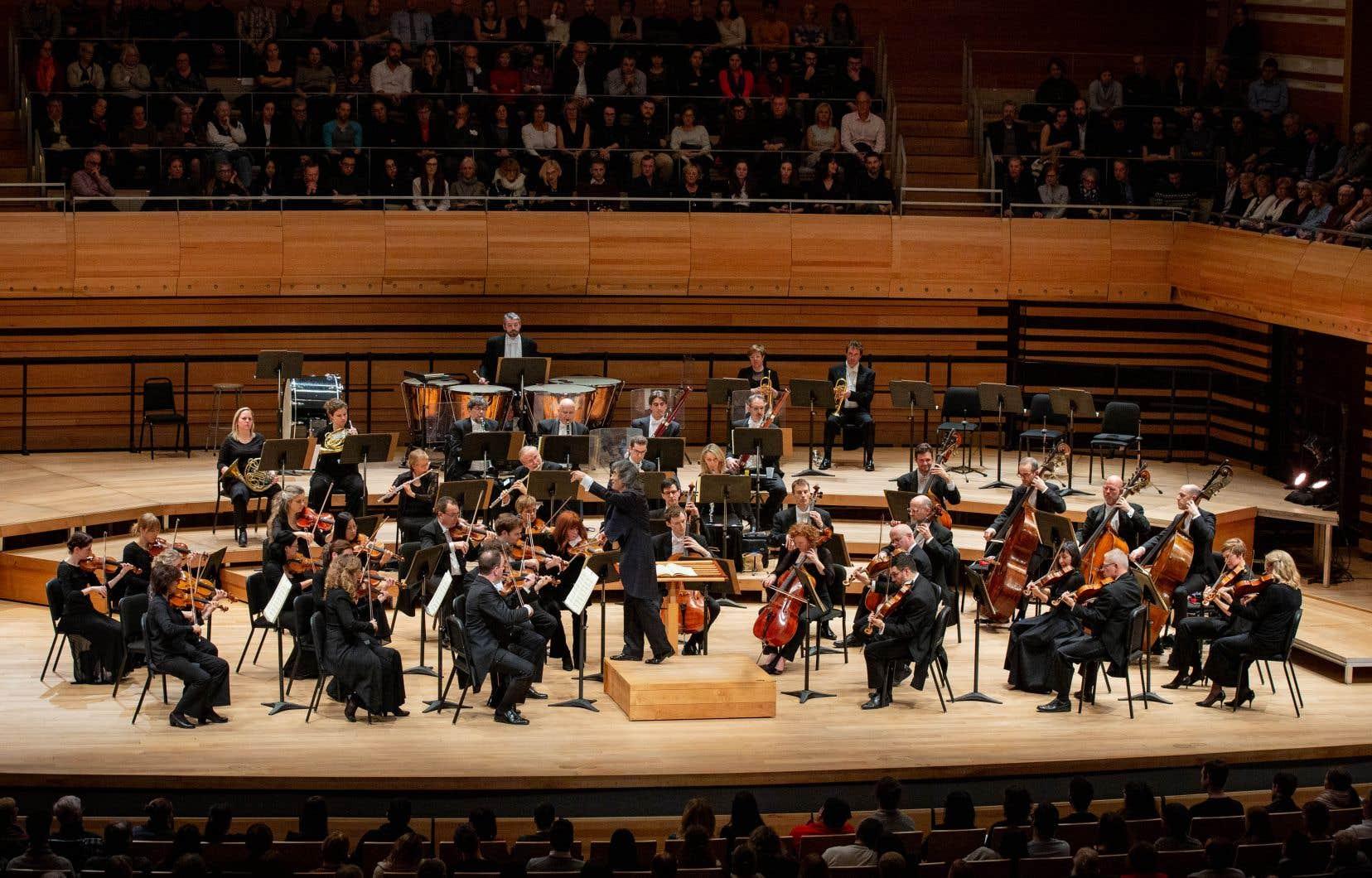 <p>Kent Nagano a choisiune démarche musicale très fluide et linéaire pour les valses.</p>