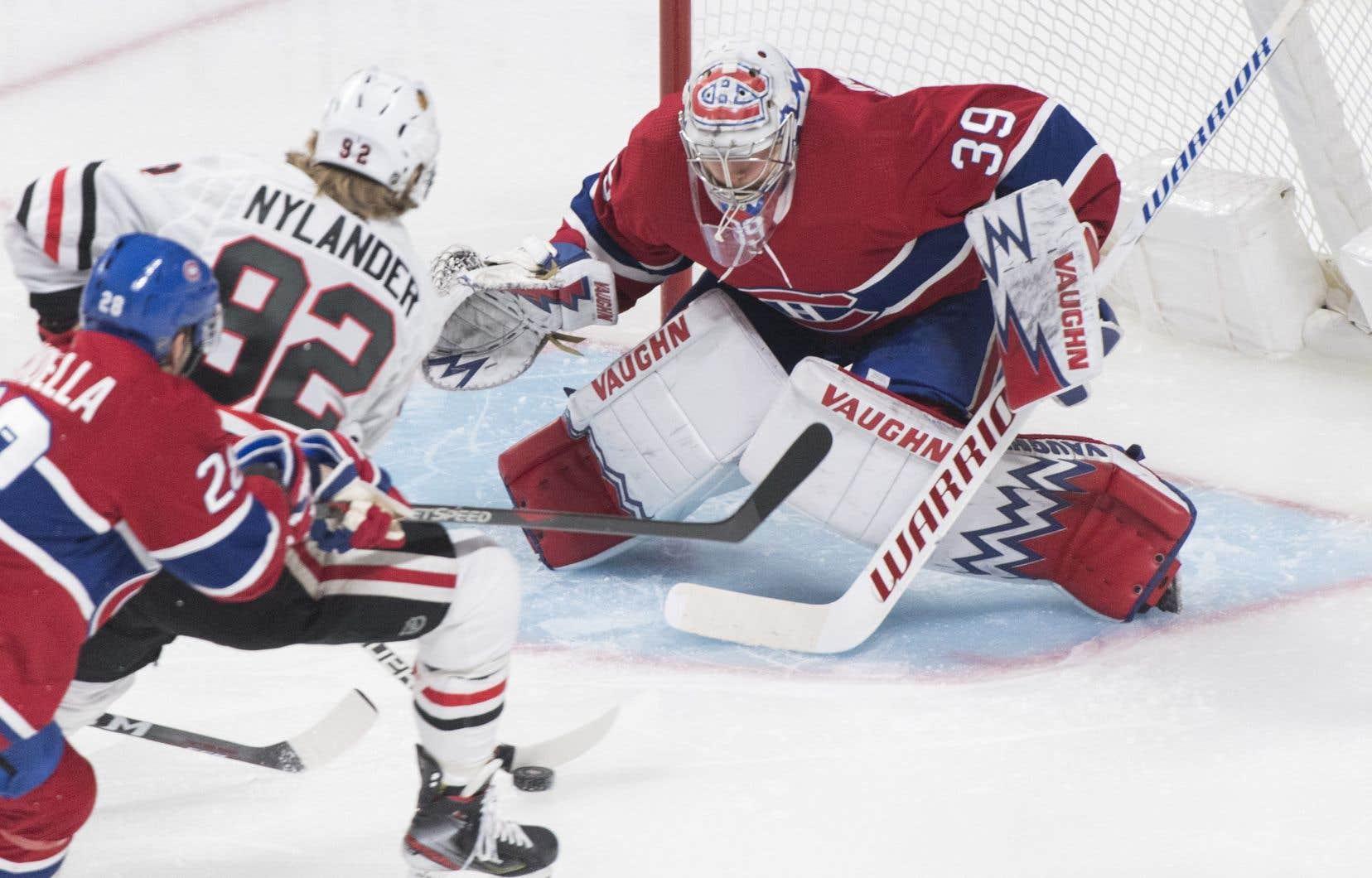 Charlie Lindgren a effectué 24 arrêts contre les Blackhawks. Il n'a pas encore savouré la victoire avec le Canadien en trois sorties.