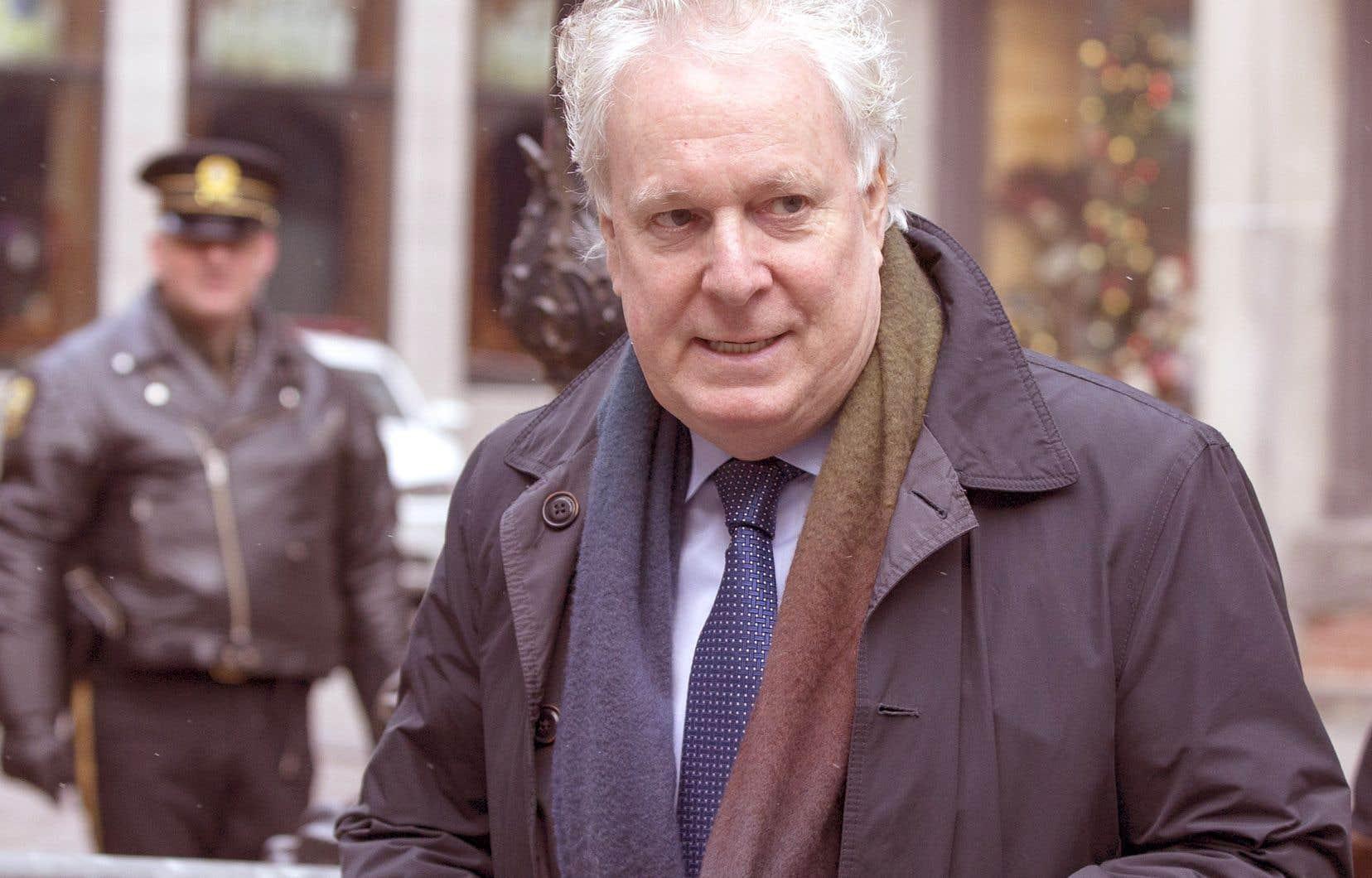 L'enquête Mâchurer colle à la peau de l'ancien premier ministre Jean Charest, lui qui songe à un retour en politique active et qui pourrait donc entrer dans la course à la direction du Parti conservateur du Canada.