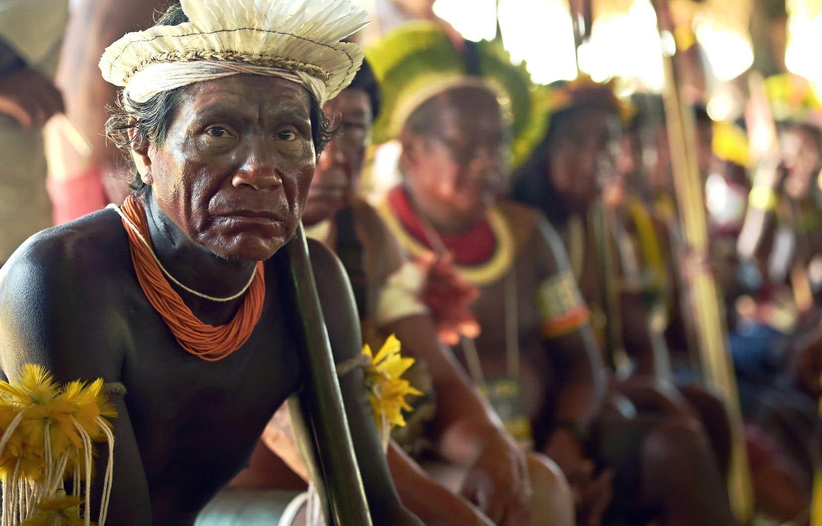 Les leaders indigènes s'opposent à la politique environnementale du président brésilien qui veut autoriser prochainement l'exploration pétrolière sur les territoires réservés aux autochtones.