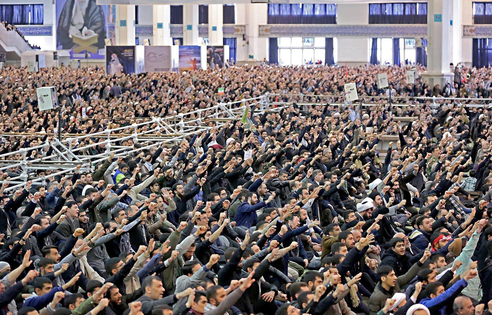 Le prêche d'Ali Khamenei a été entrecoupé à plusieurs reprises par les slogans «Mort à l'Amérique» et «Mort à Israël» de la foule.