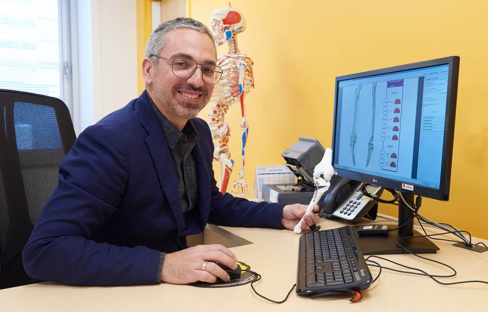 Le docteur Panagiotis Glavas, du CHU Sainte-Justine, donne un apercu de la complexite de l'intervention chirurgicale qui devrait permettre au jeune Charlie de recommencer a marcher.