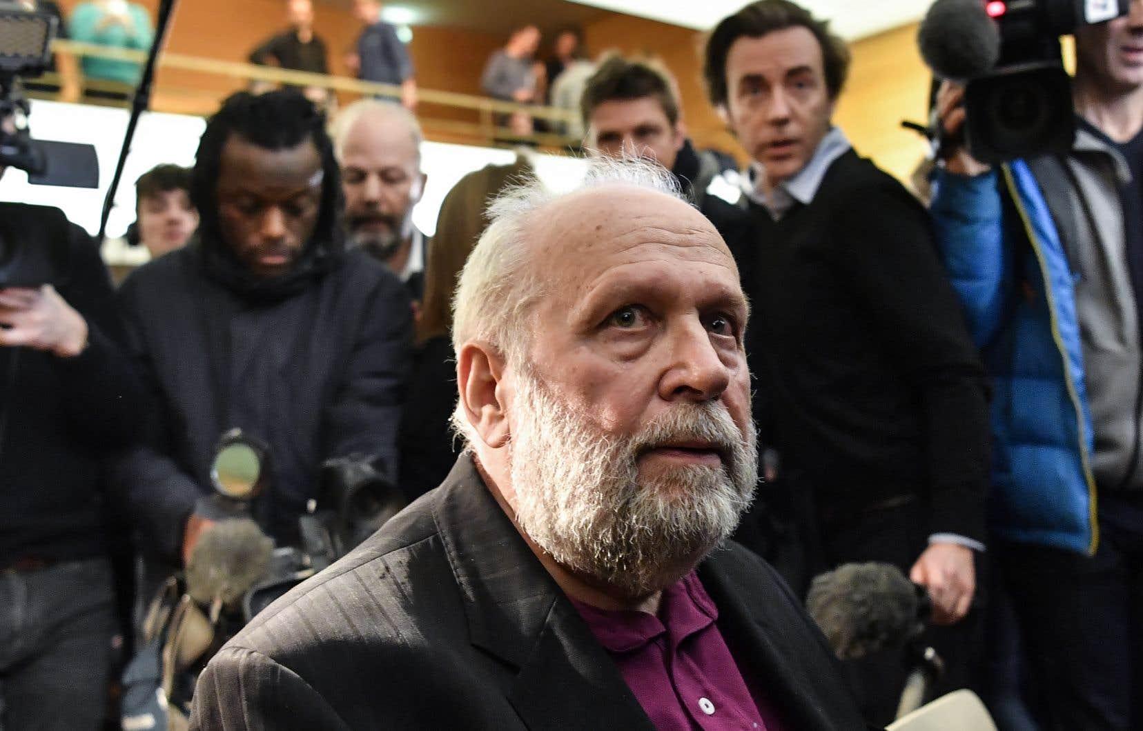 Pendant son procès, l'ex-prêtre français Bernard Preynat a raconté avoir été «victime d'un prêtre au séminaire, d'un moniteur qui [l]e caressait sous la douche».