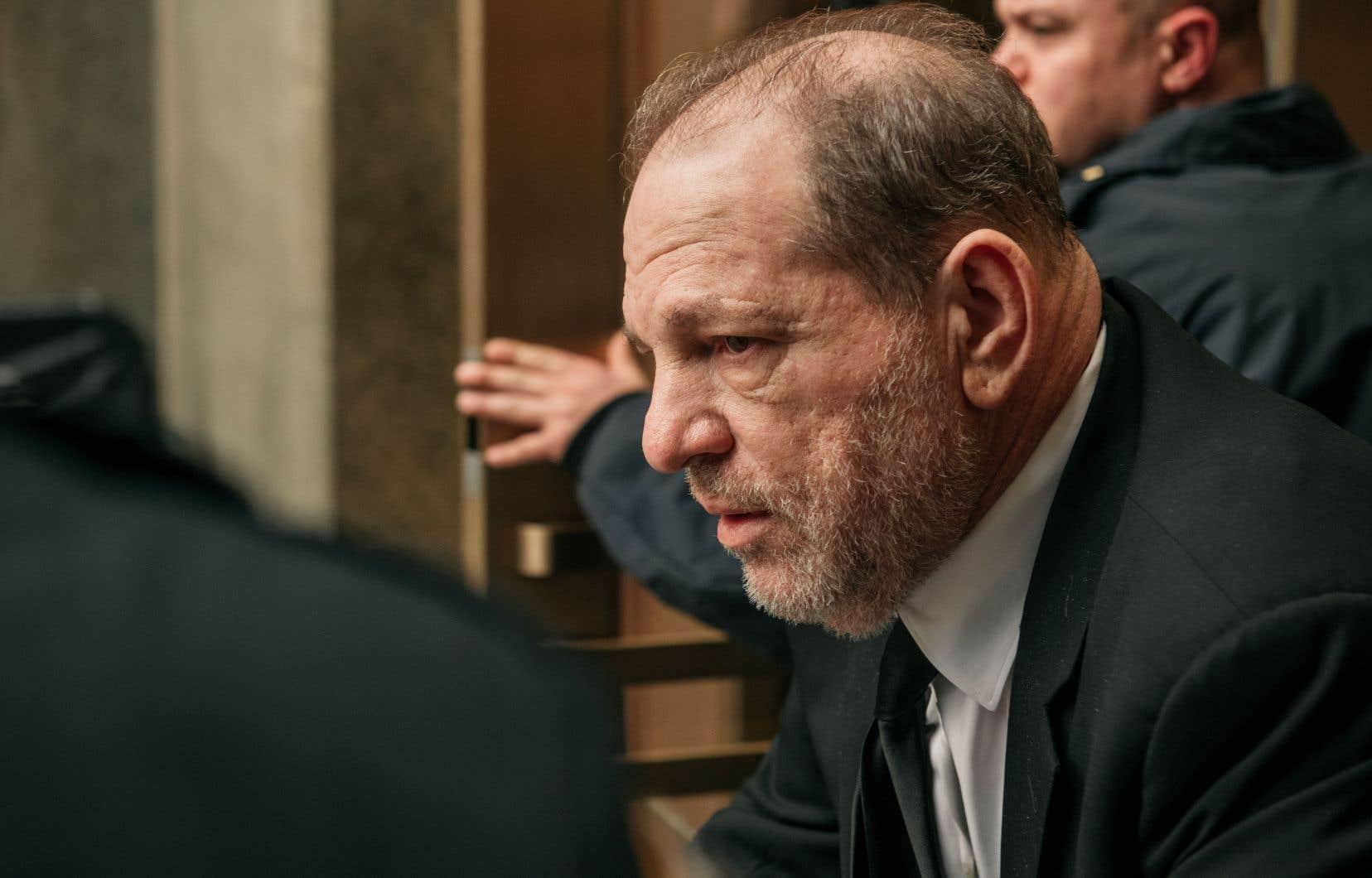 Accusé de harcèlement ou d'agression sexuelle par plus de 80 femmes, Harvey Weinstein ne sera jugé à New York que pour deux faits présumés, une agression sexuelle et un viol.