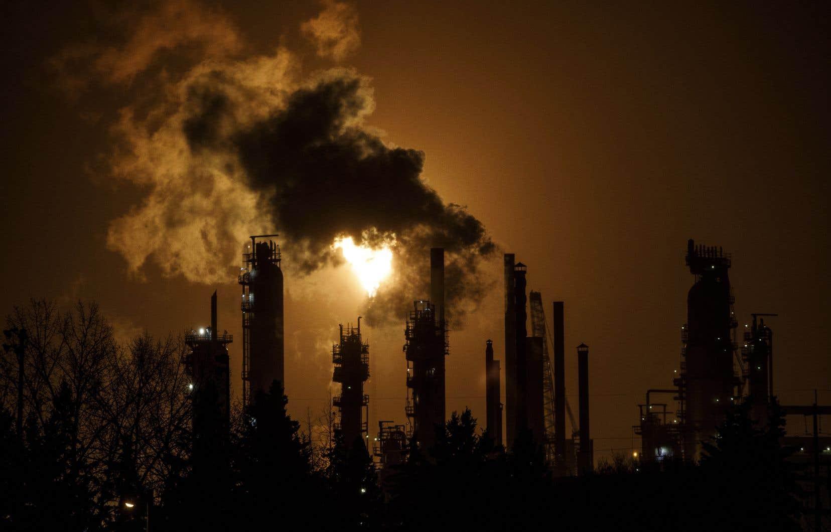 Selon le gouvernement Legault, la lutte contre les gaz à effet de serre, toute noble soit-elle, ne relève pas des compétences fédérales.