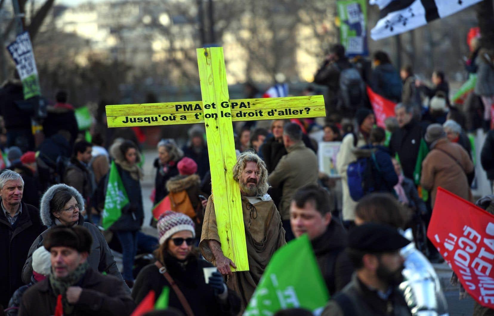 Les participants souhaitaient inciter les sénateurs à bloquer ce projet de loi qui ne fait toujours pas consensus en France.