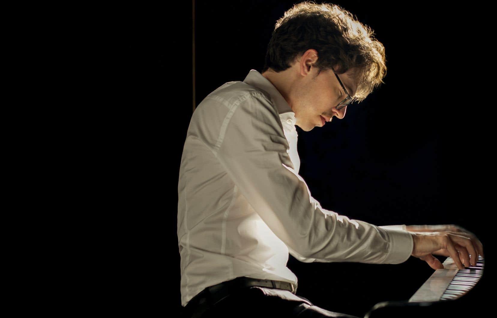 Le pianiste Lucas Debargue navigue dans des univers fascinants, souvent picturaux.