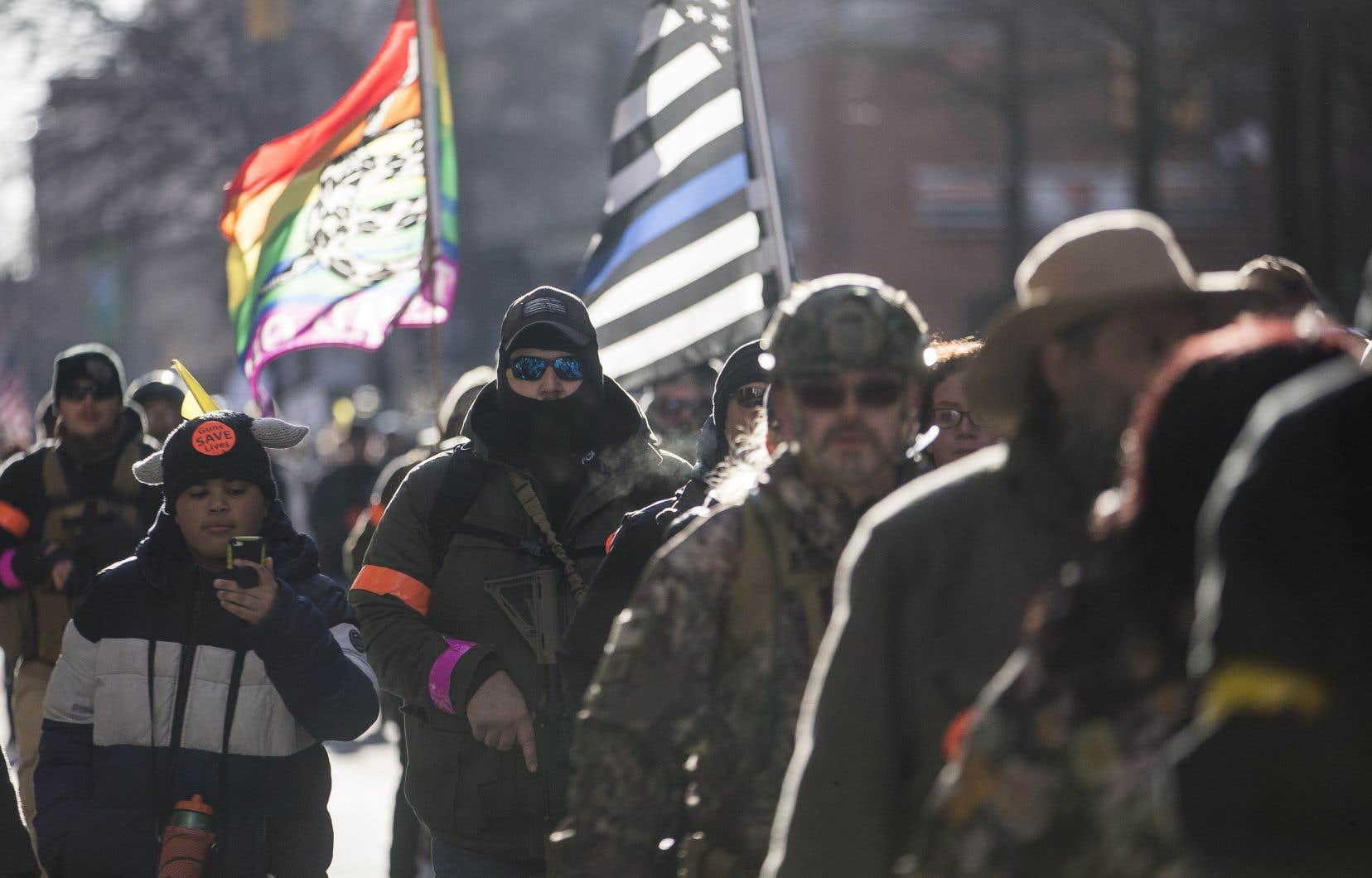 «USA! USA!», scandaient les protestataires, pour beaucoup vêtus de blousons de chasse.