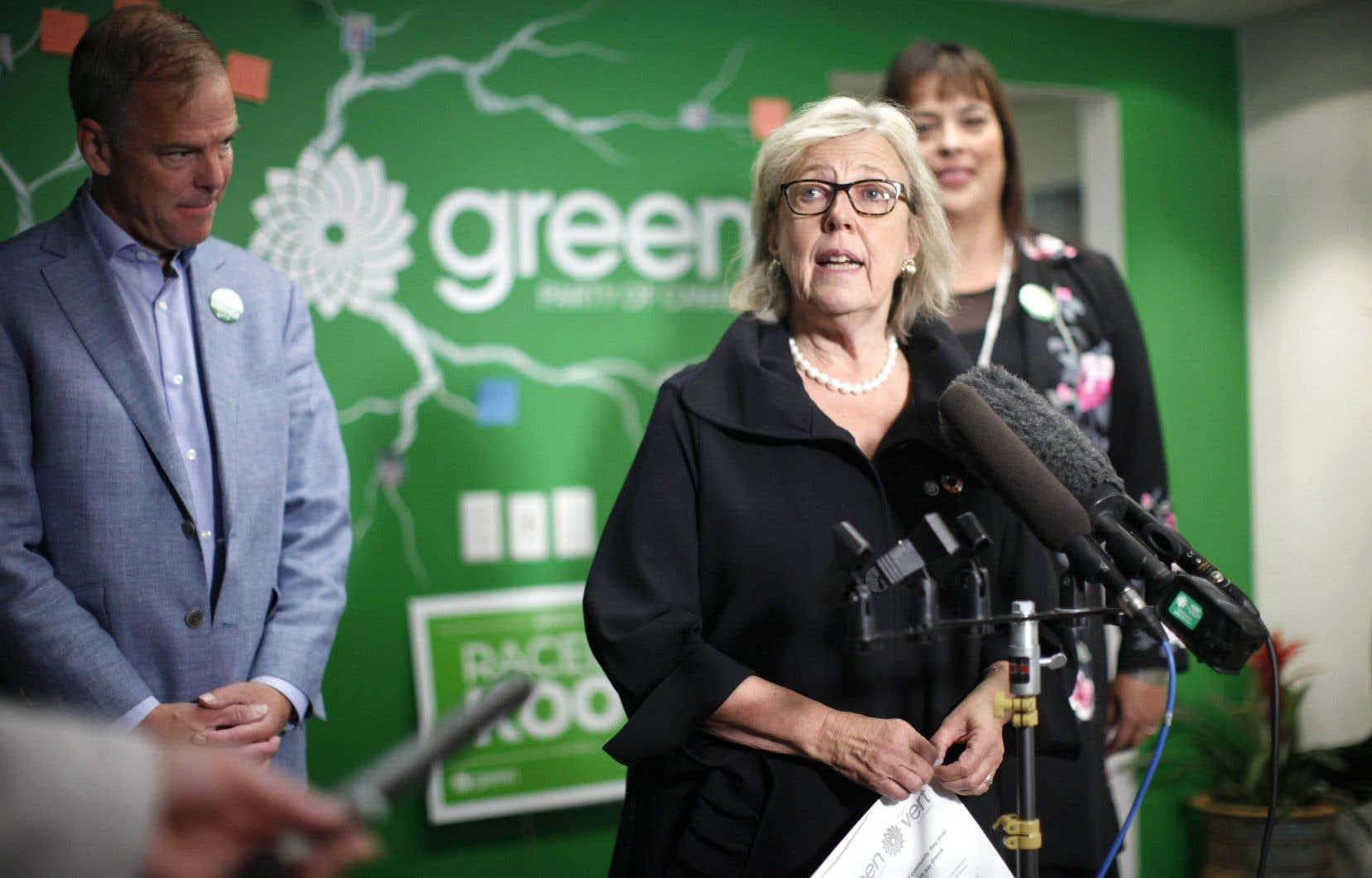 La cheffe Elizabeth May n'approuvait pas la position du parti à l'endroit d'Israël. Le meneur de la course à la chefferie, David Merner, à gauche, se dit d'accord avec elle.