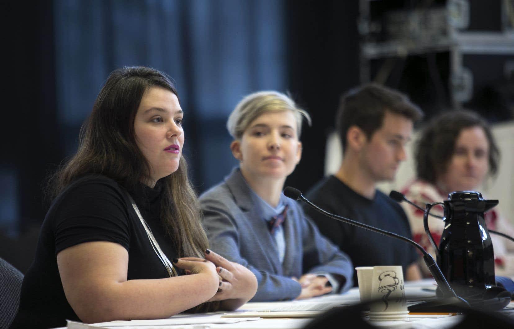 La directrice générale de l'organisme Stella, Sandra Wesley (à gauche)