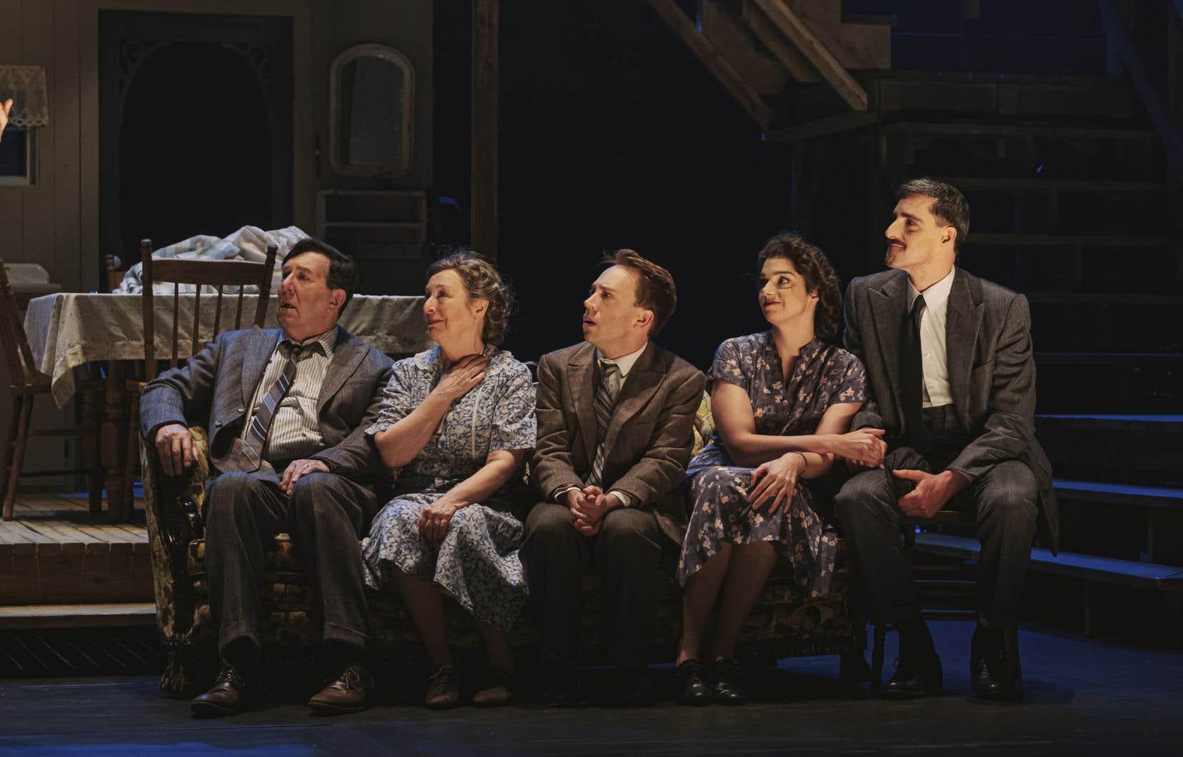 Soixante-douze ans après leur première entrée en scène, les Plouffe demeurent captivants: on se reconnaît en eux, on rit et on s'émeut en leur compagnie.