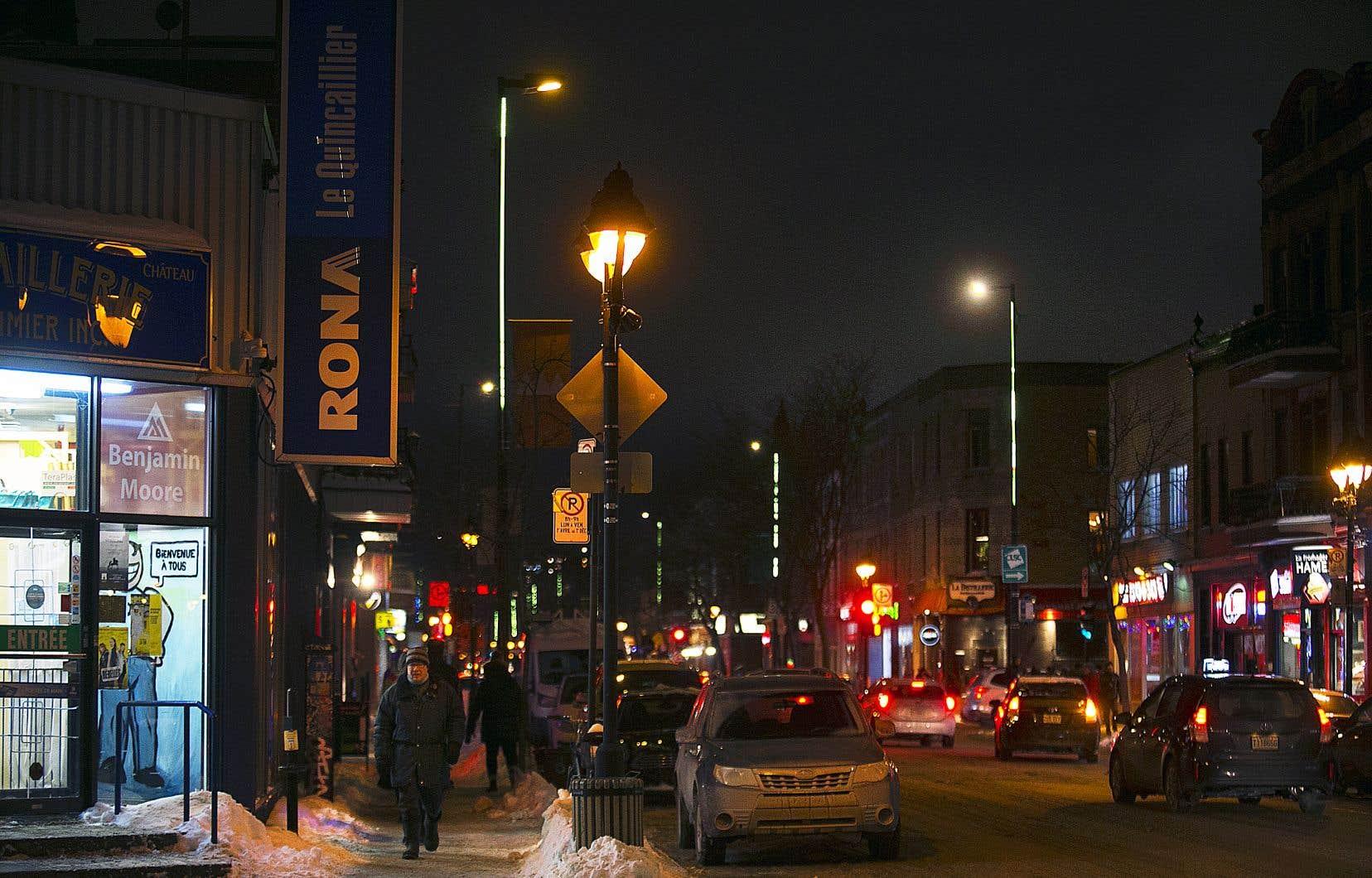 Jusqu'à maintenant, environ 78000 luminaires à DEL ont été installés à travers la ville, sur un total de 132000. Le projet de conversion devrait être terminé en 2022, tel que prévu.