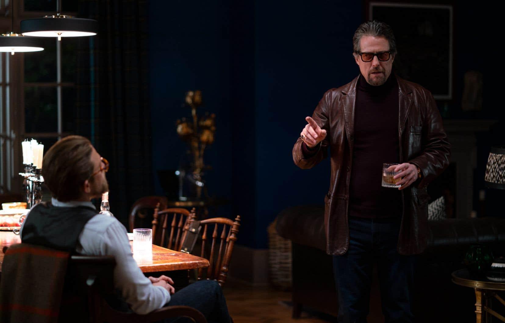 Hugh Grant vole littéralement  la vedette avec son incarnation de Fletcher,  un paparazzi fouille-merde  se présentant comme un détective.