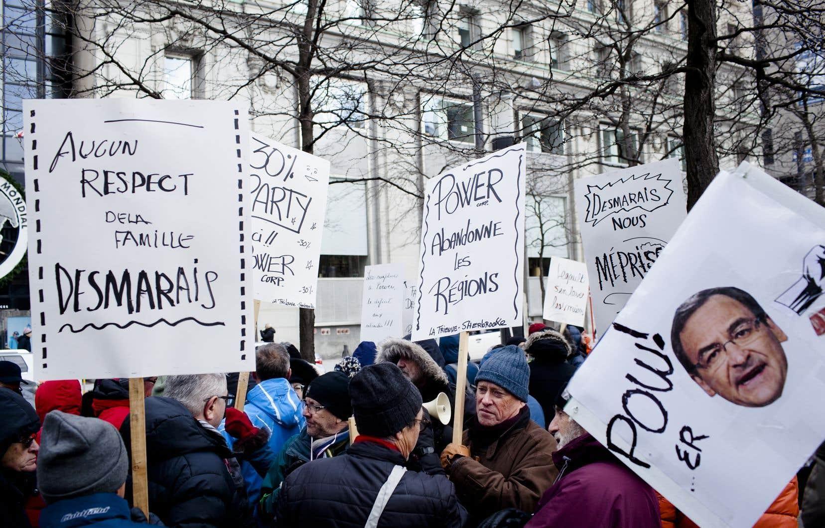 Les retraités des quotidiens régionaux de GCM ont convergé vers Montréal le 11 décembre dernier pour manifester devant les bureaux de Power Corporation.