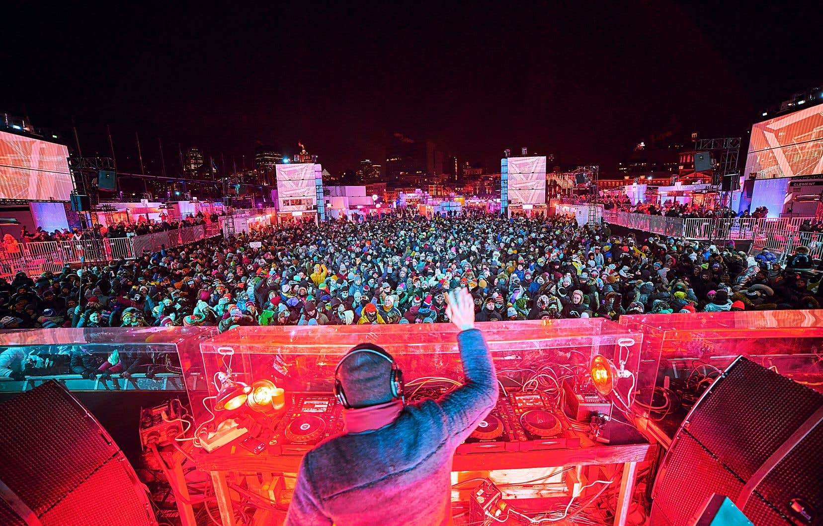 Une foule dense danse et des milliers de pompons remuent à -17 °C. Ici, vendredi dernier à l'Igloofest, le festival musical le plus frette au monde.
