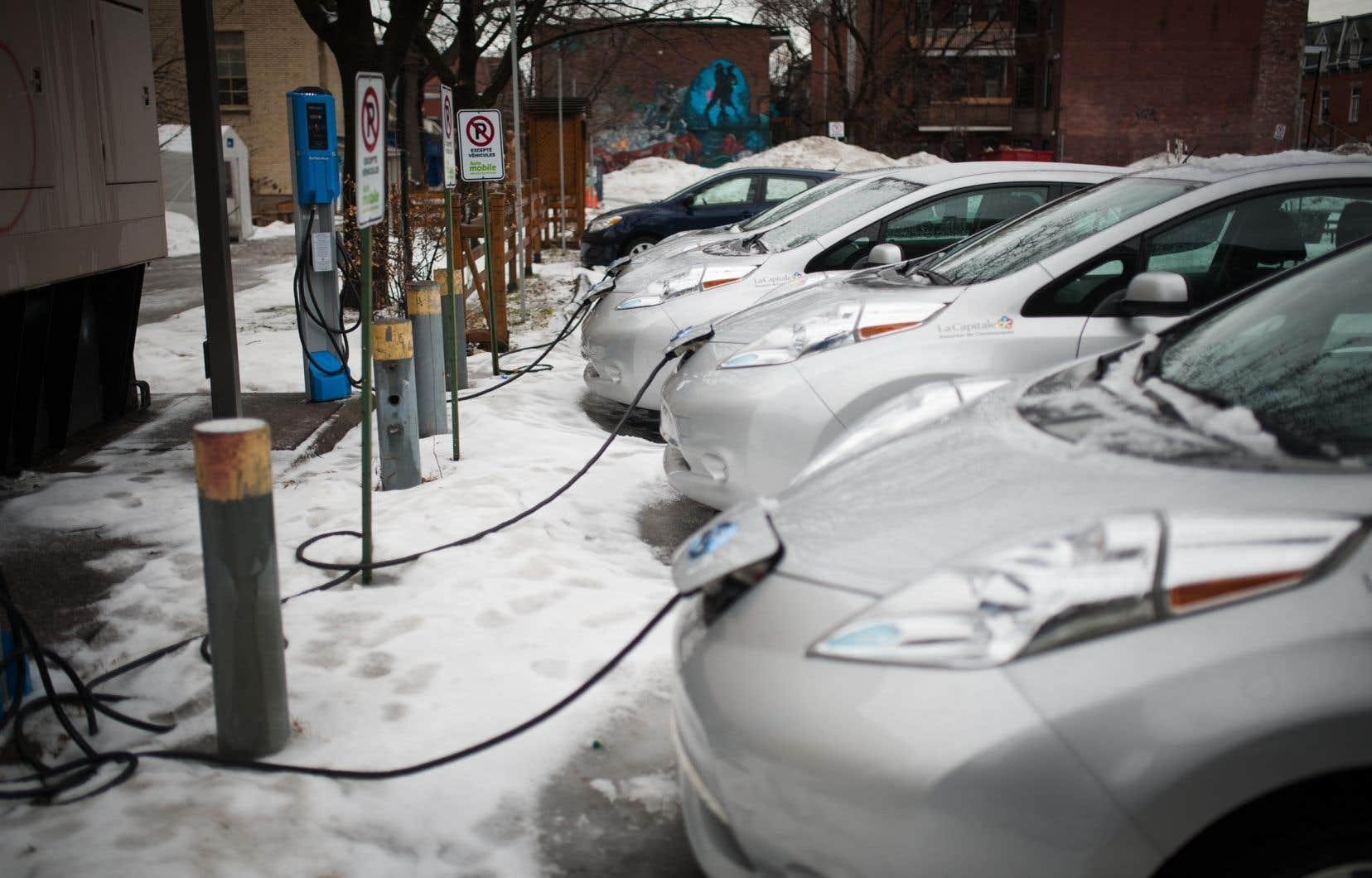 Le nombre de véhicules électriques sur les routes du Québec est passé de 8000 en 2015 à plus de 66000 en décembre 2019, selon Hydro-Québec.