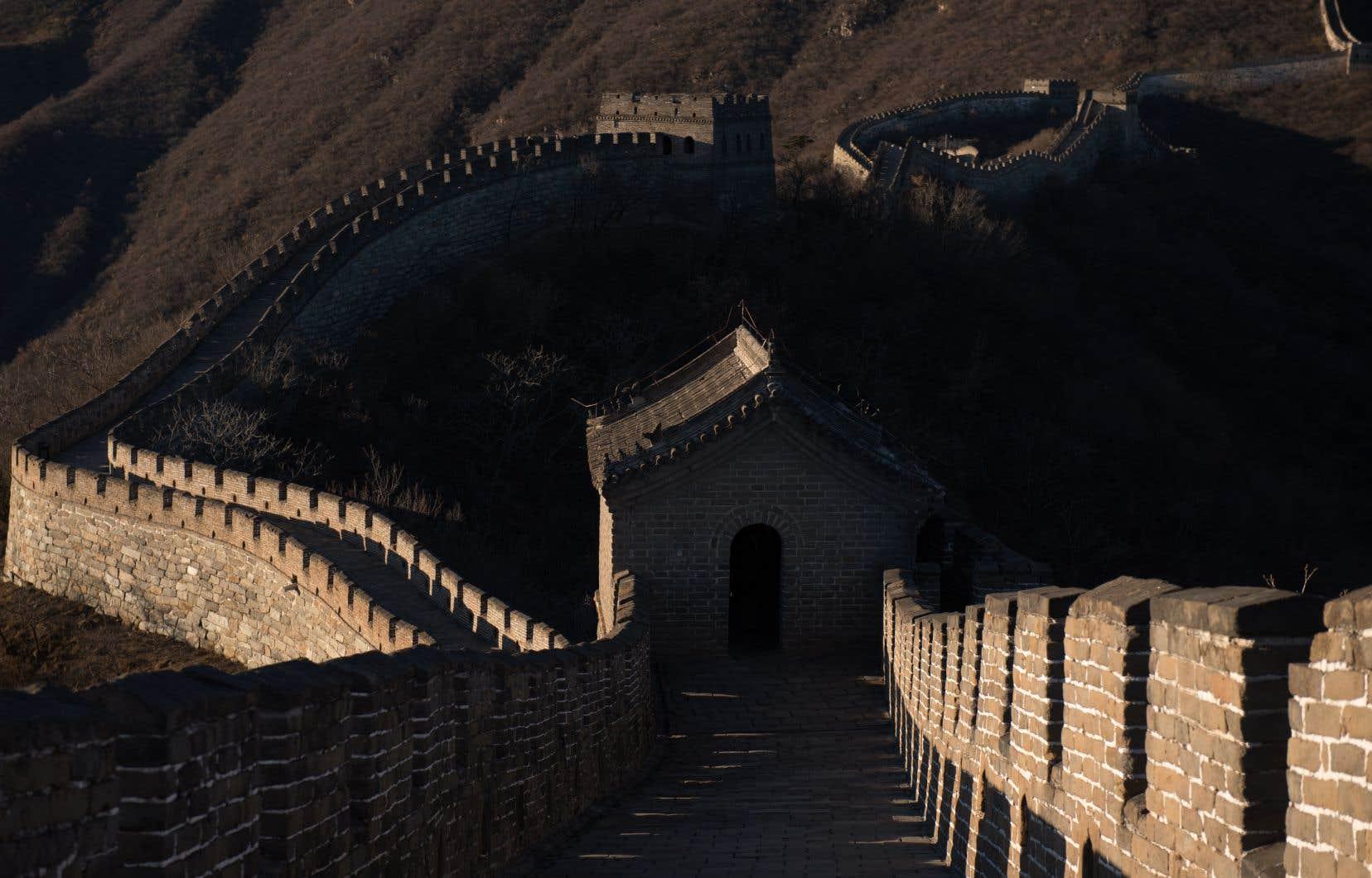 Site symbolique de la Chine et classé au patrimoine mondial de l'Unesco, la Grande Muraille est appréciée des visiteurs durant les congés du Nouvel An chinois. Elle attire au total quelque dix millions de touristes par an.